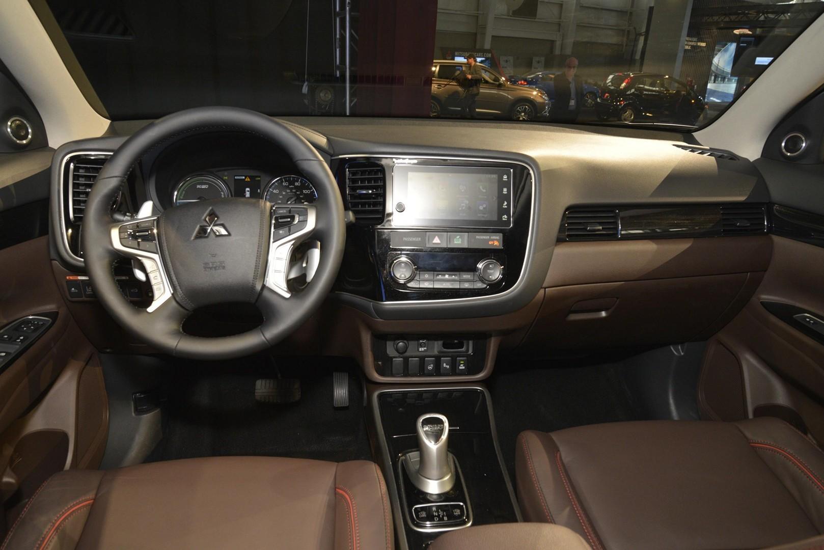 2017 Outlander PHEV Makes US Debut, Mitsubishi Promises SUV Focus - autoevolution