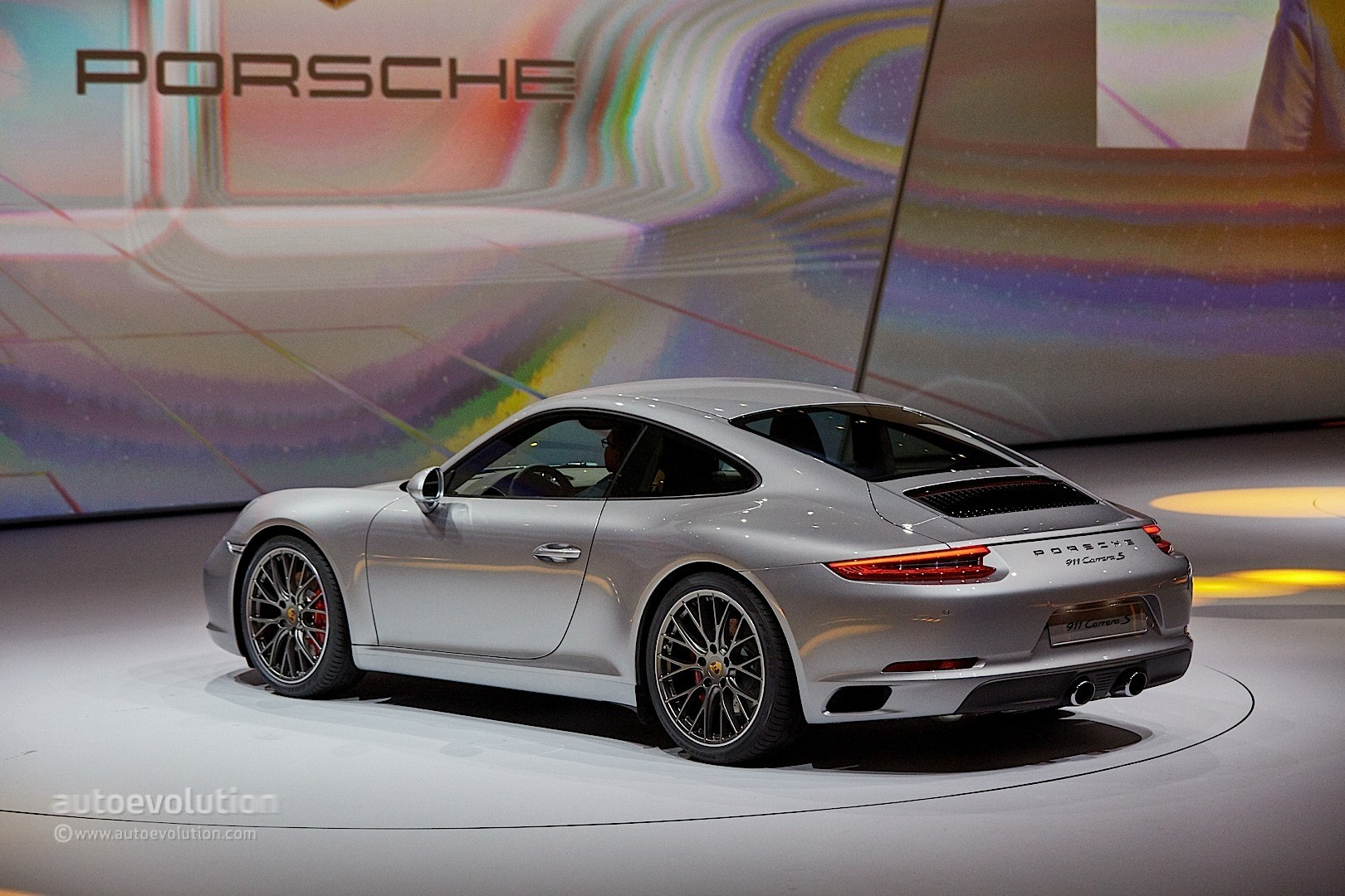2017 Porsche 911 Feels Like An Old School Turbo Machine In