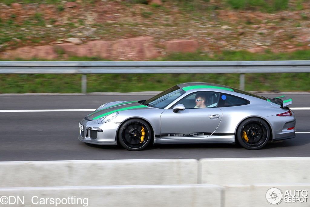 2017 porsche 911 r with green stripes shows up in germany autoevolution. Black Bedroom Furniture Sets. Home Design Ideas