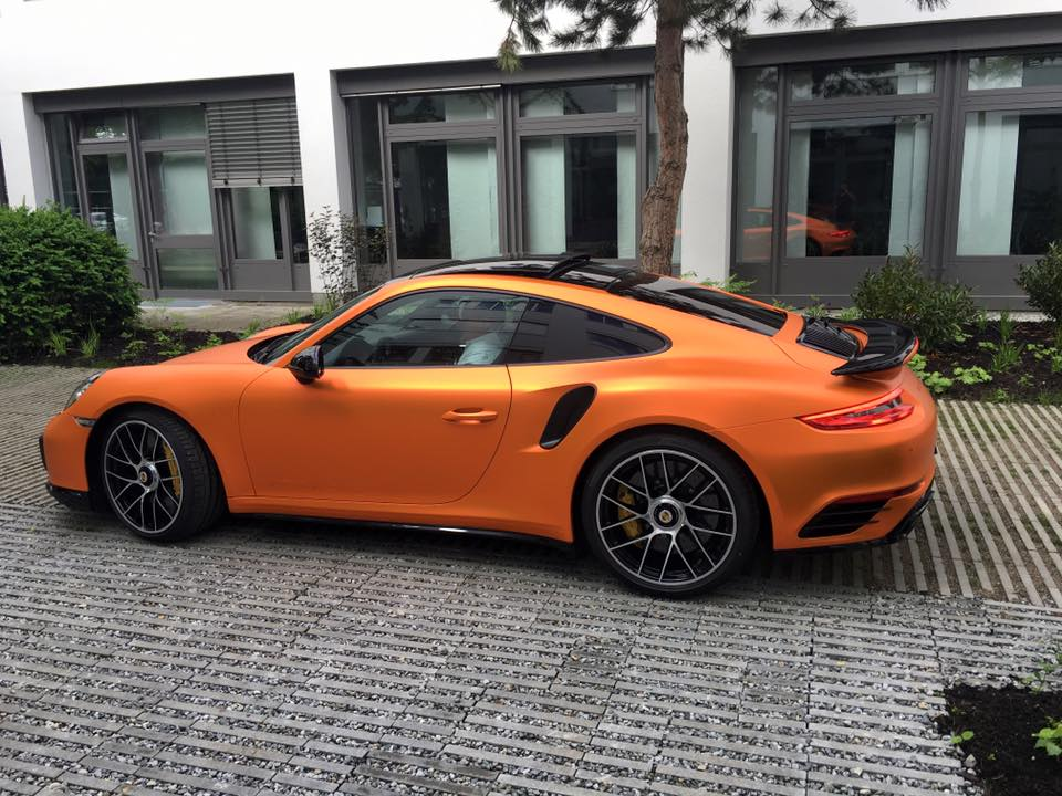 2017 porsche 911 turbo s facelift gets pearlescent matte for Garage ford orange