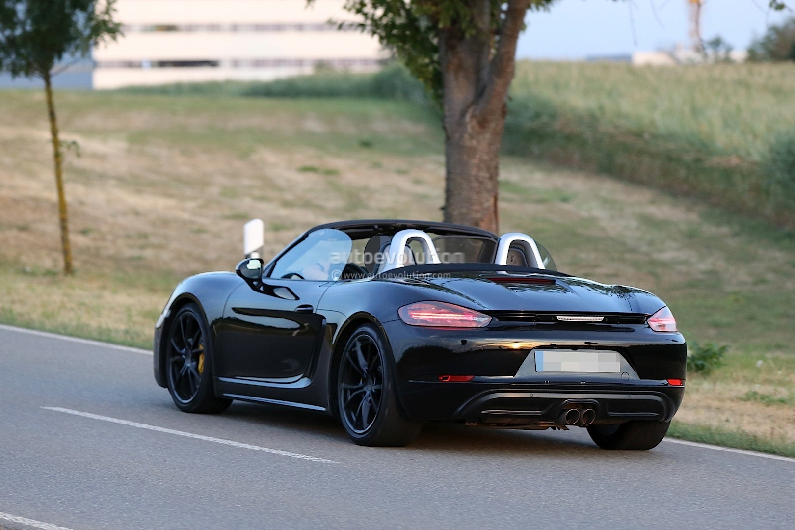 Porsche Mission E Gets Production Green Light  ing By also Porsche Boxster Facelift Revealed In Latest Spyshots Has Cayenne Like Taillight Graphics additionally Porsche Speedster furthermore Rubystone Red Porsche Gt Rs Pdk Is The Wildest We Ve Seen So Far in addition Px Porsche Targa Anscihten. on porsche 911 cabriolet