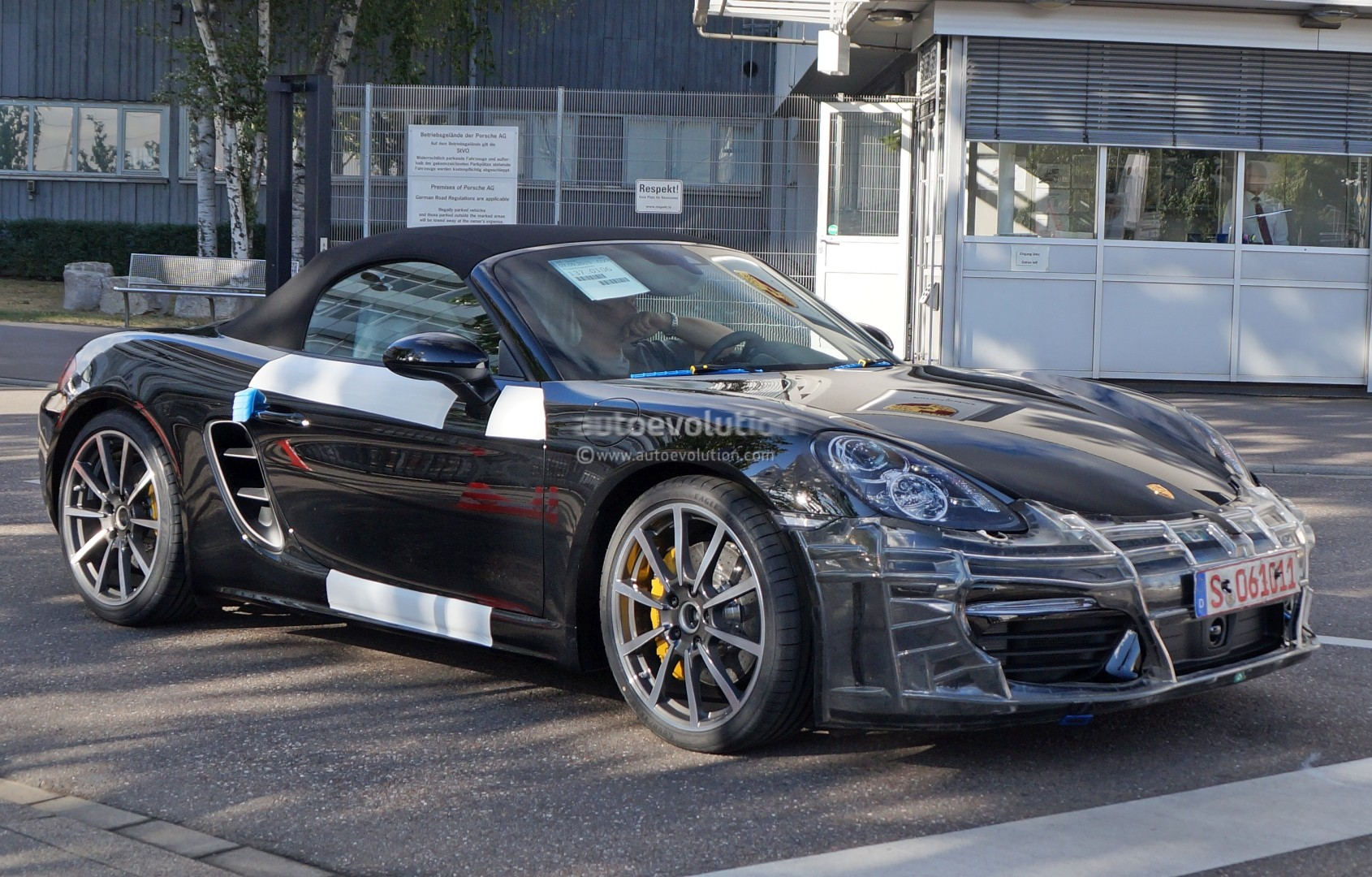 2017 porsche boxster spied nearly camo free in stuttgart. Black Bedroom Furniture Sets. Home Design Ideas