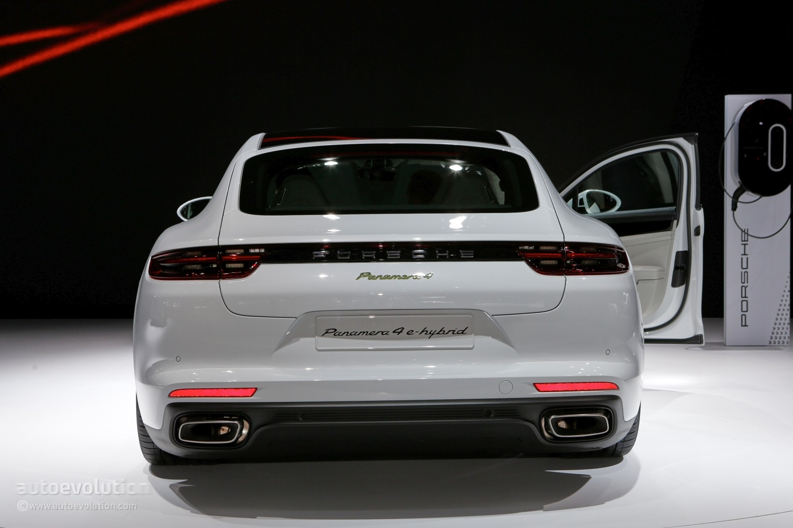 2017 porsche panamera 4 e hybrid is a paris glimpse into porsche 39 s future autoevolution. Black Bedroom Furniture Sets. Home Design Ideas