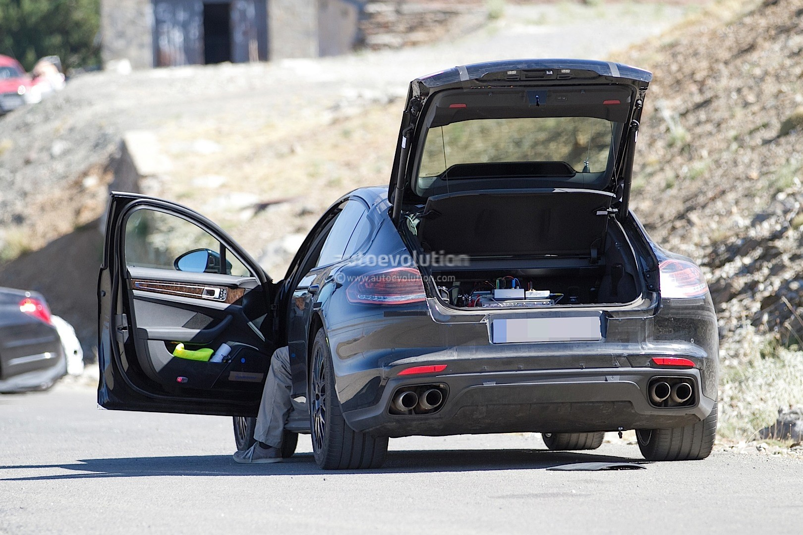 2016 Porsche Panamera Gts >> 2017 Porsche Panamera Interior Partially Revealed in Latest Spyshots - autoevolution