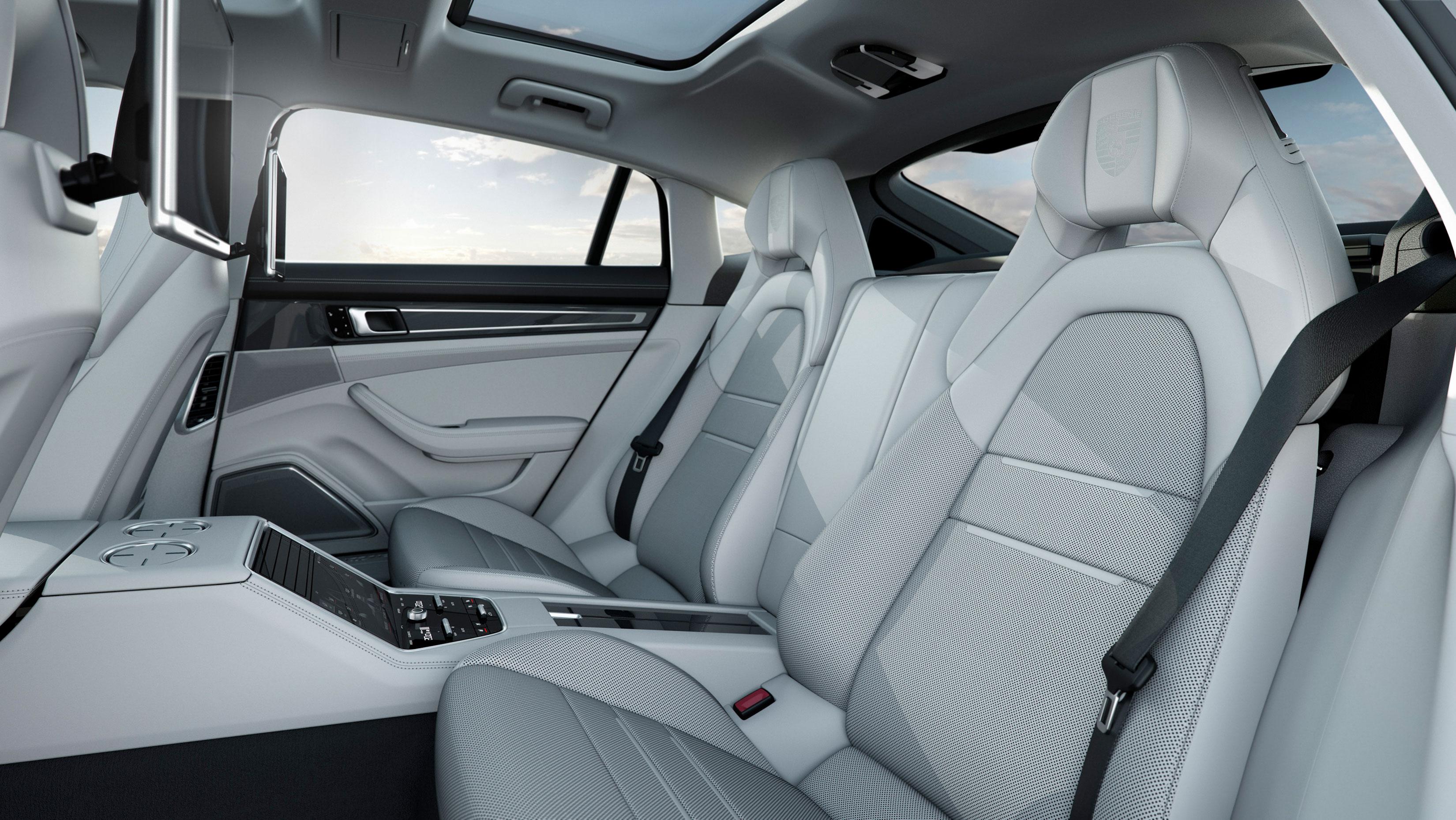 Interior Dashboard 2017 Porsche Panamera Turbo Executive Rear Seats