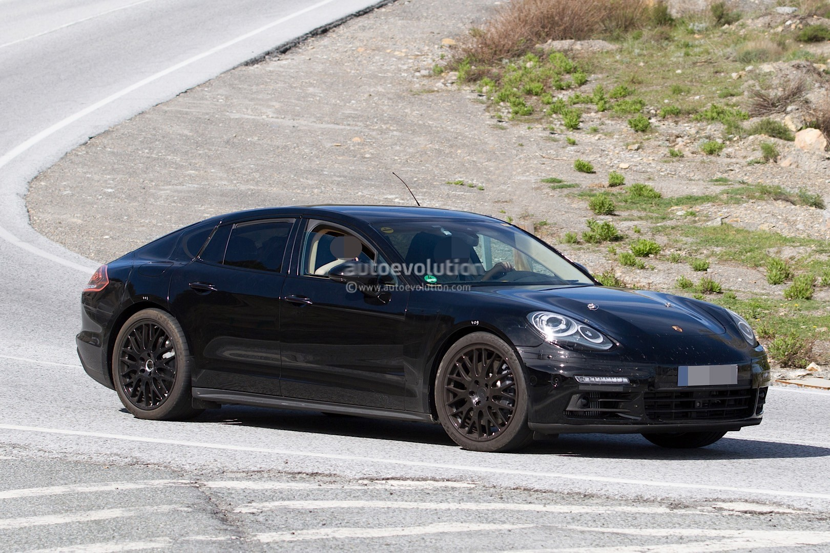 2017 porsche panamera spied for the first time in hybrid guise autoevolution. Black Bedroom Furniture Sets. Home Design Ideas