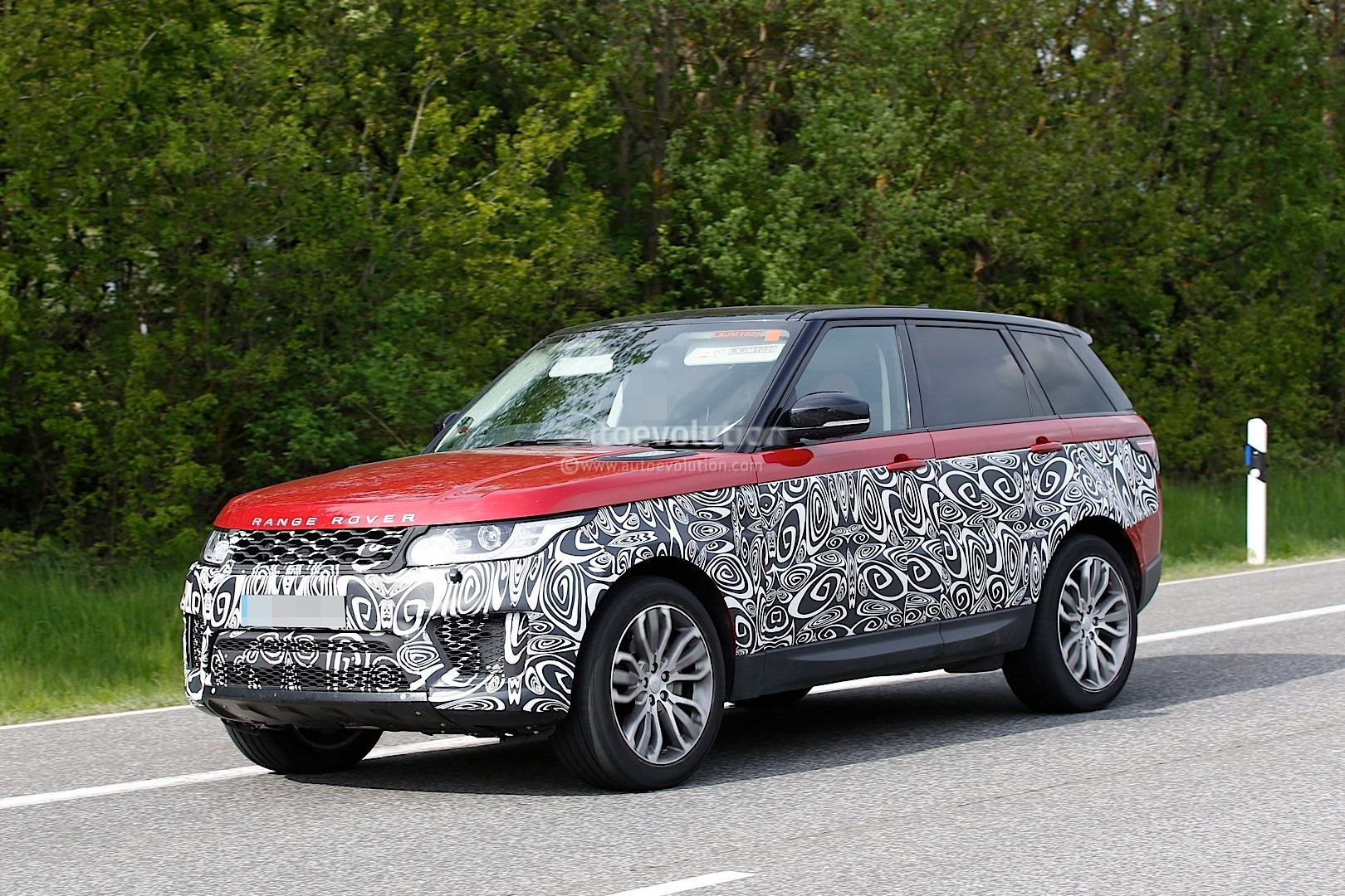 2017 range rover sport facelift spied inside out. Black Bedroom Furniture Sets. Home Design Ideas