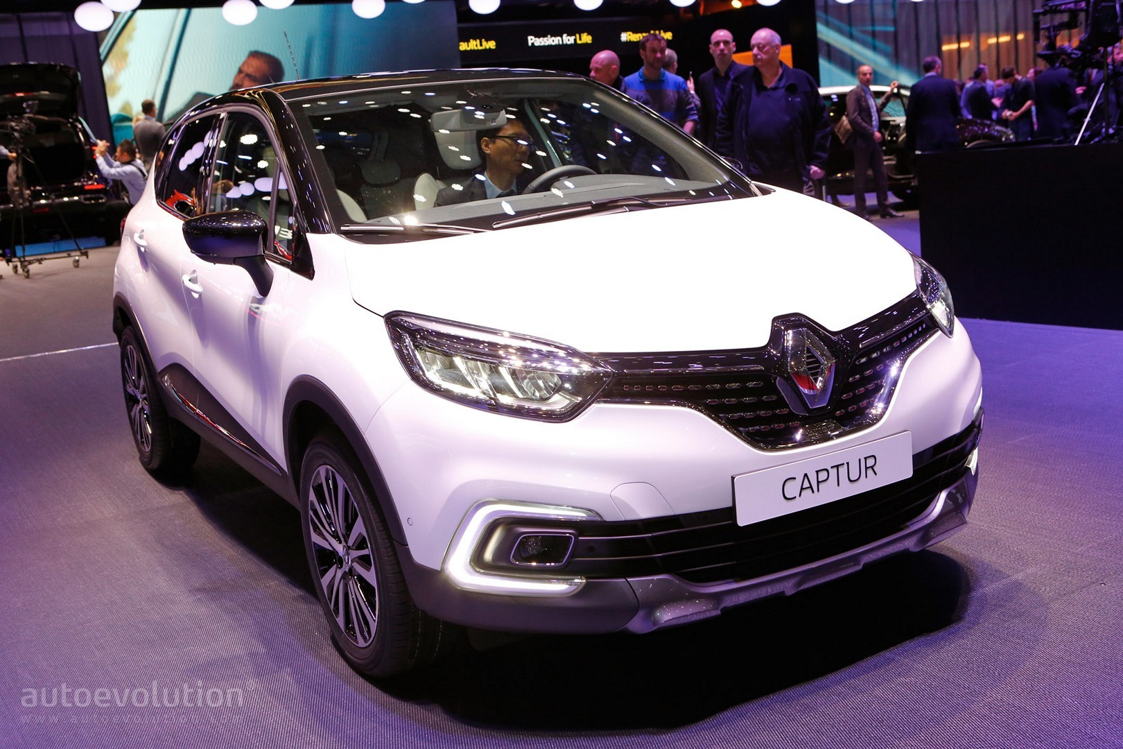2017 renault captur shows leds at geneva motor show autoevolution. Black Bedroom Furniture Sets. Home Design Ideas