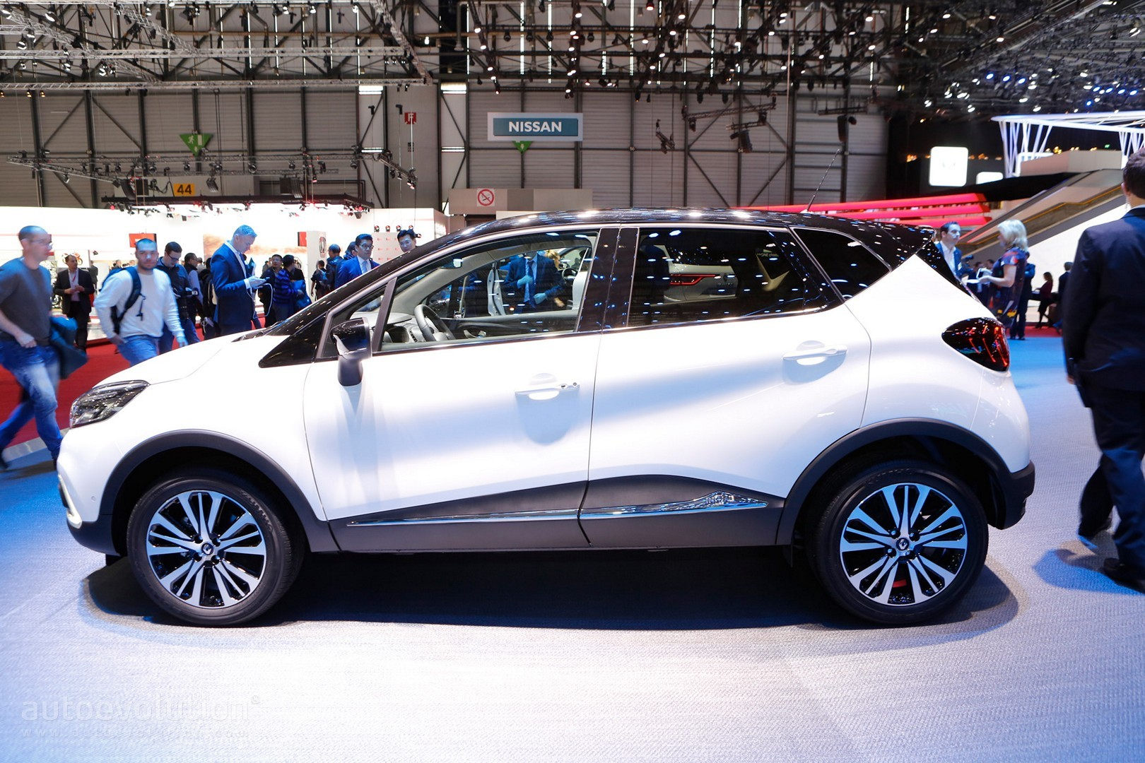 2017 Renault Captur Shows LEDs at Geneva Motor Show - autoevolution