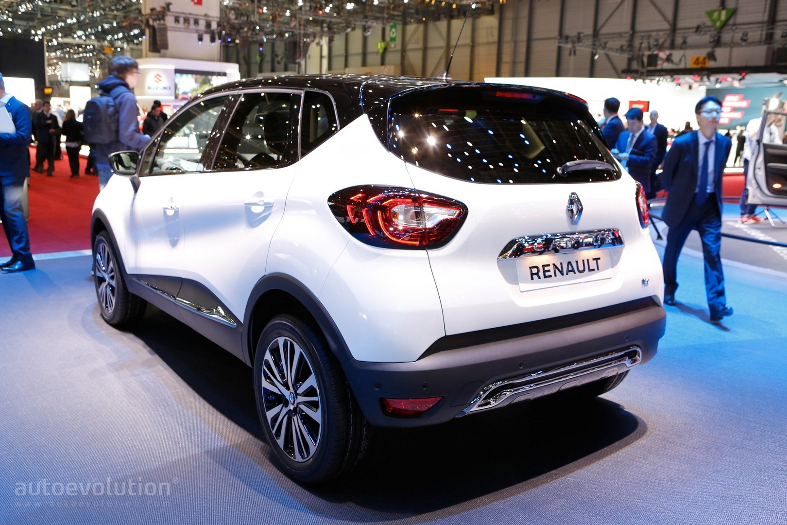 2017 renault captur shows leds at geneva motor show. Black Bedroom Furniture Sets. Home Design Ideas
