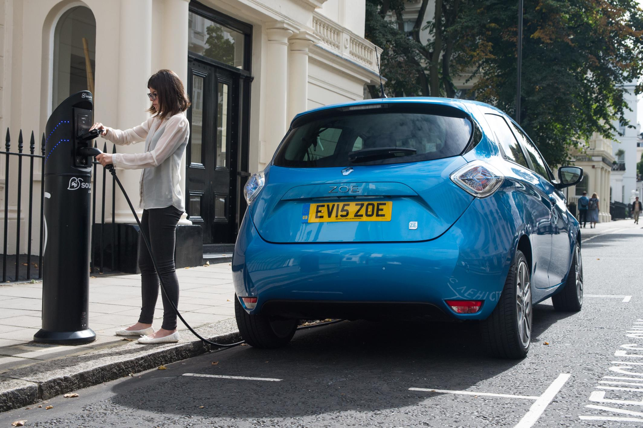 2017 Renault Zoe Z E 40 UK Pricing and Specifications Announced
