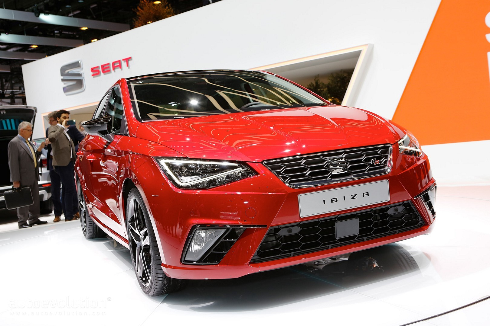2017 seat ibiza looks like a mini leon in geneva has sportiest fr trim yet autoevolution. Black Bedroom Furniture Sets. Home Design Ideas