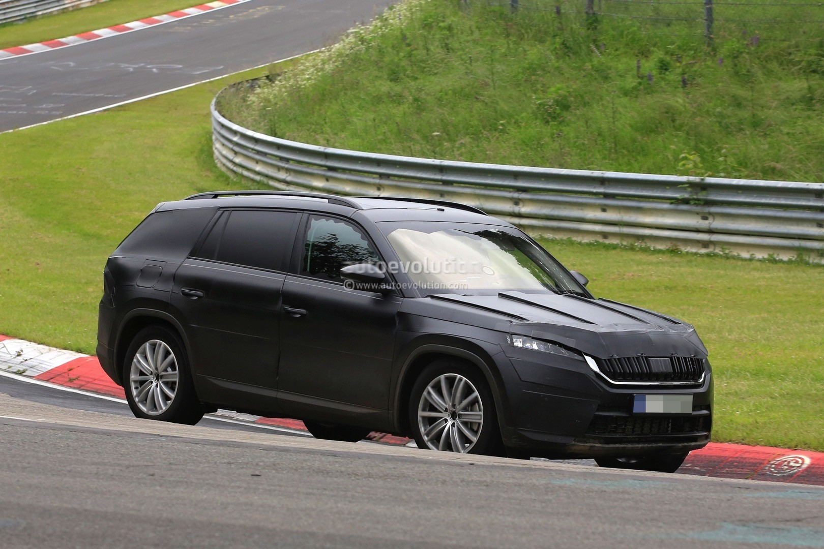 2017 Skoda Kodiaq Spied, Looks Out of Place Lapping the Nurburgring - autoevolution