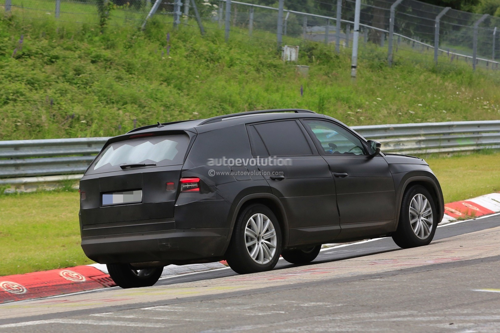 2017 skoda kodiaq spied looks out of place lapping the. Black Bedroom Furniture Sets. Home Design Ideas