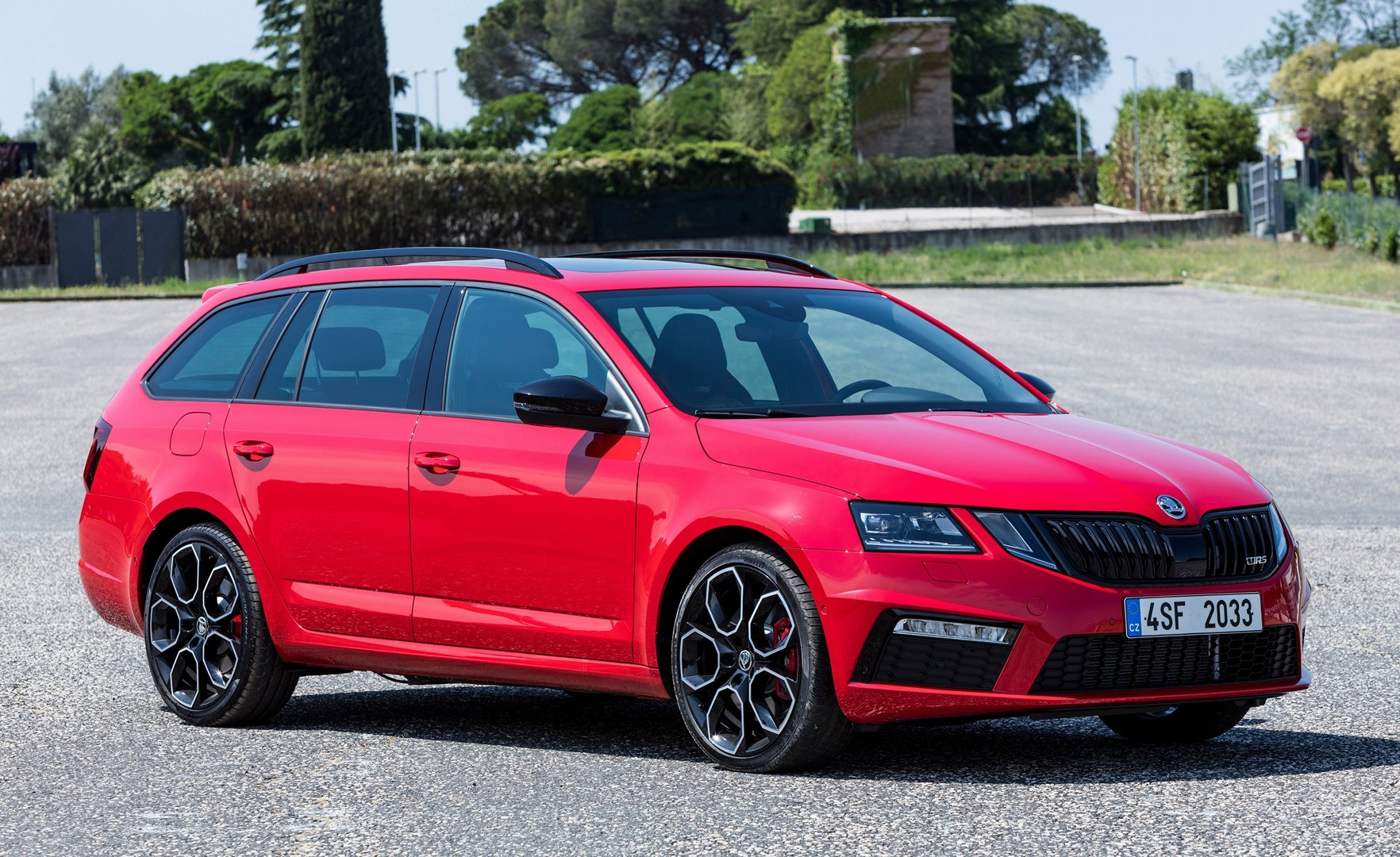 2017 skoda octavia rs 245 starts in new official videos. Black Bedroom Furniture Sets. Home Design Ideas
