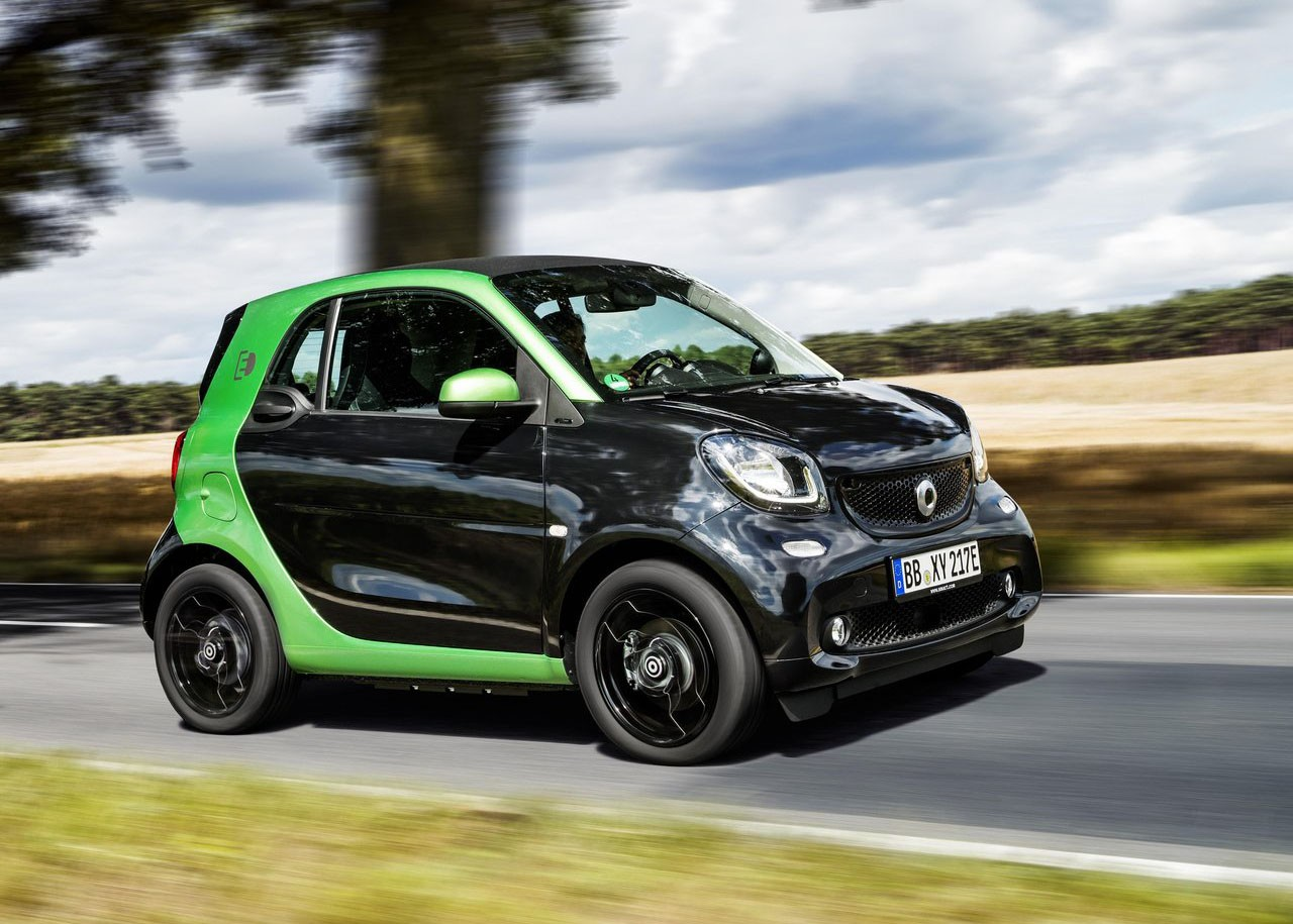 2017 smart fortwo electric drive gets lower u s price. Black Bedroom Furniture Sets. Home Design Ideas