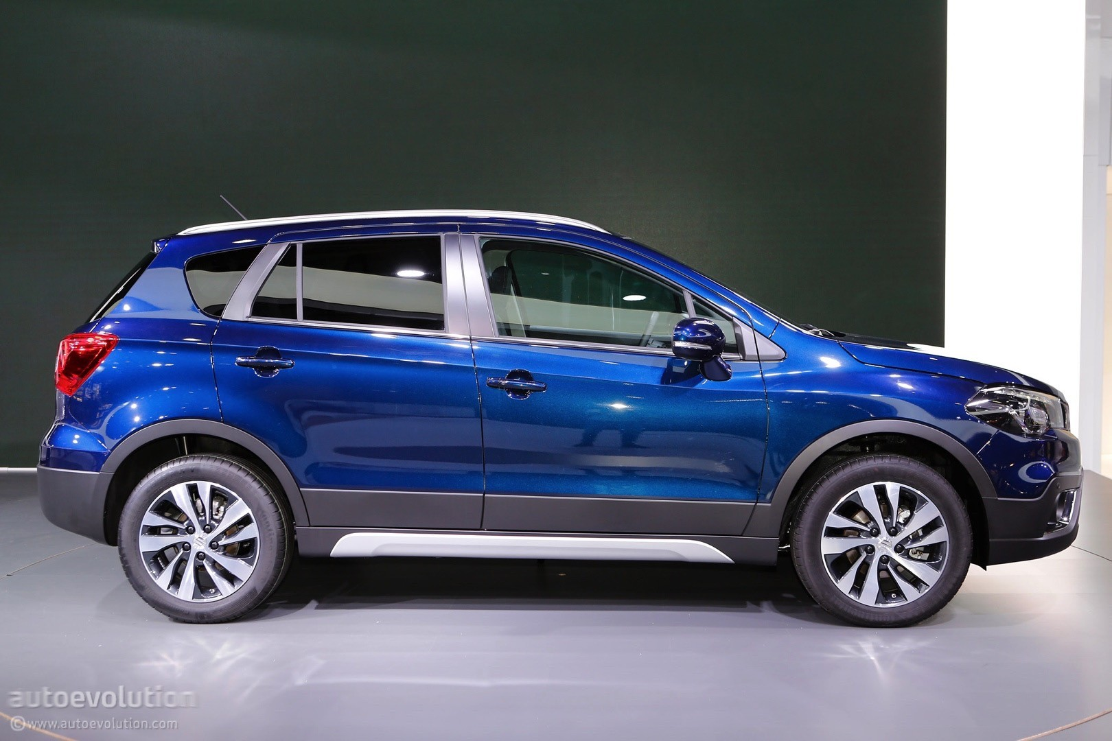 2017 Suzuki SX4 S Cross Facelift Live At 2016 Paris Motor Show