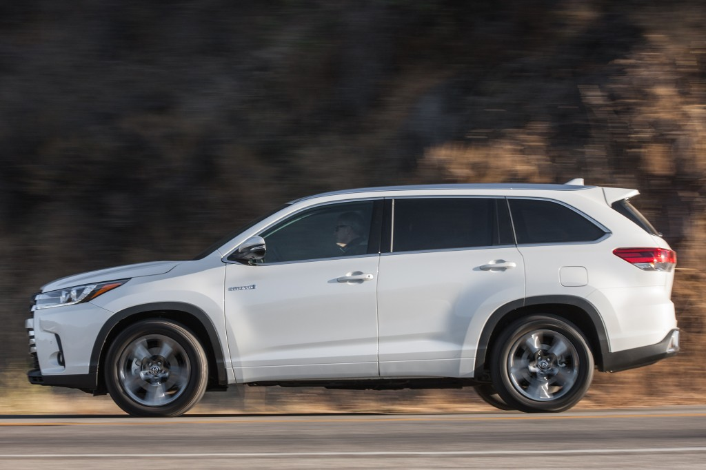 2017 Toyota Highlander V6 Updated With 8-Speed Automatic Transmission ...