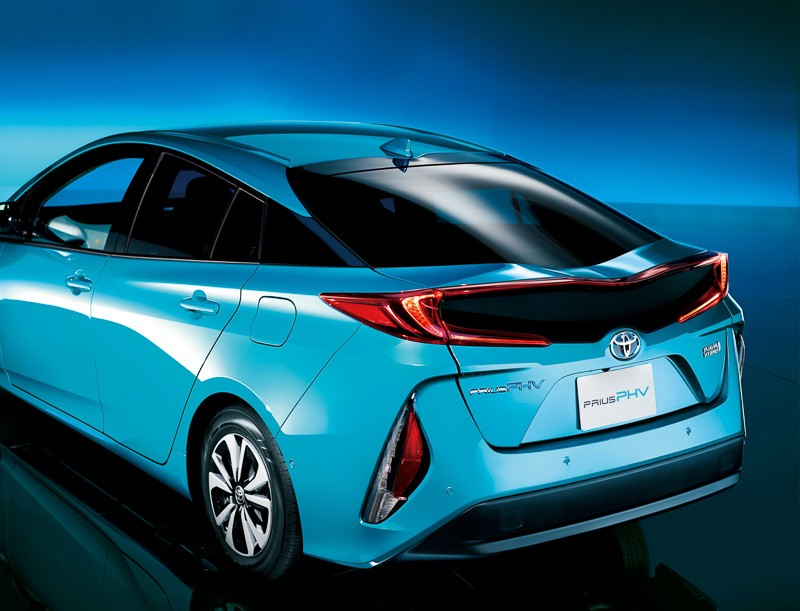 2017 Toyota Prius Phv Launched In Japan Drives In African
