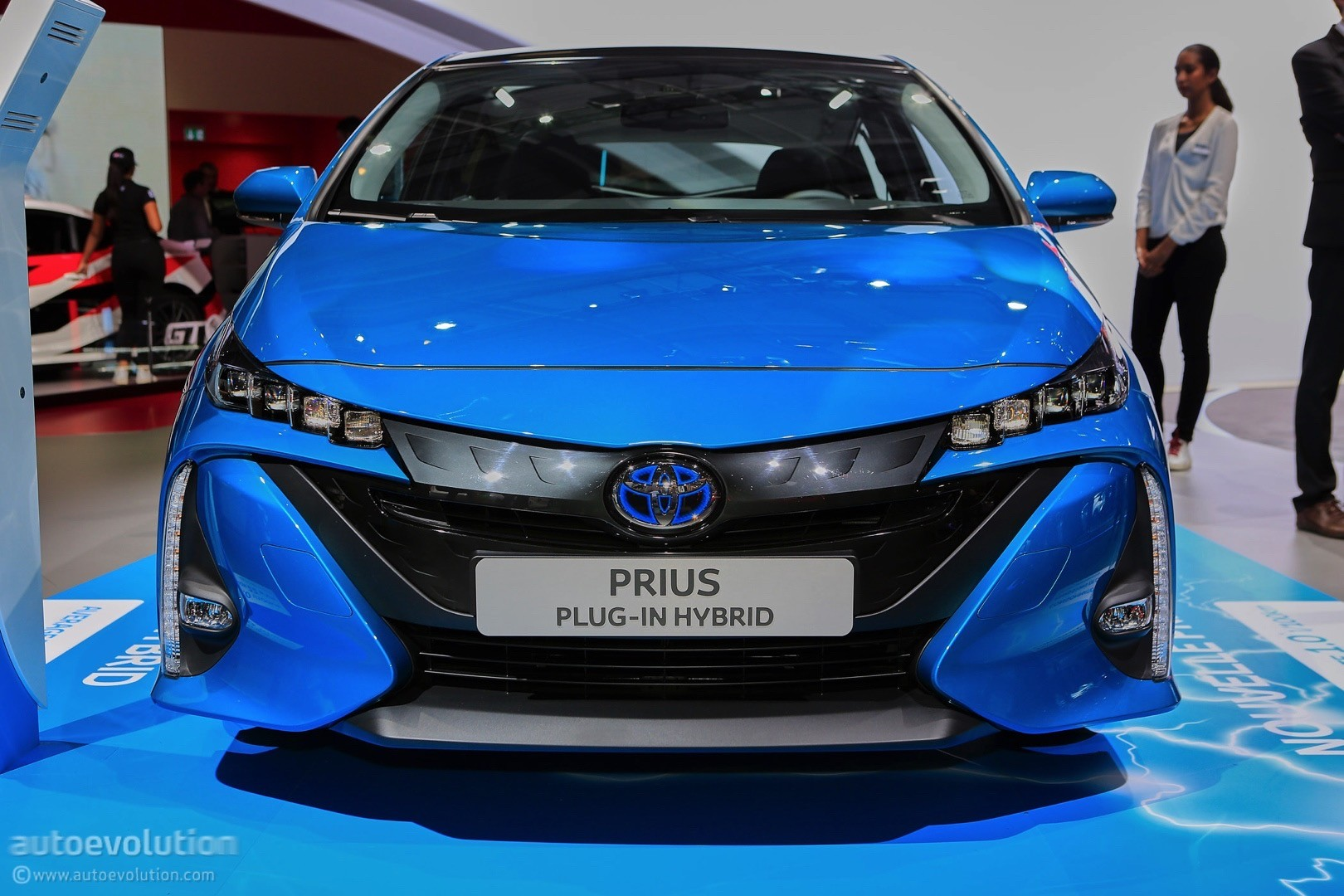 2017 toyota prius plug in hybrid gets different name for europe adds solar roof autoevolution. Black Bedroom Furniture Sets. Home Design Ideas