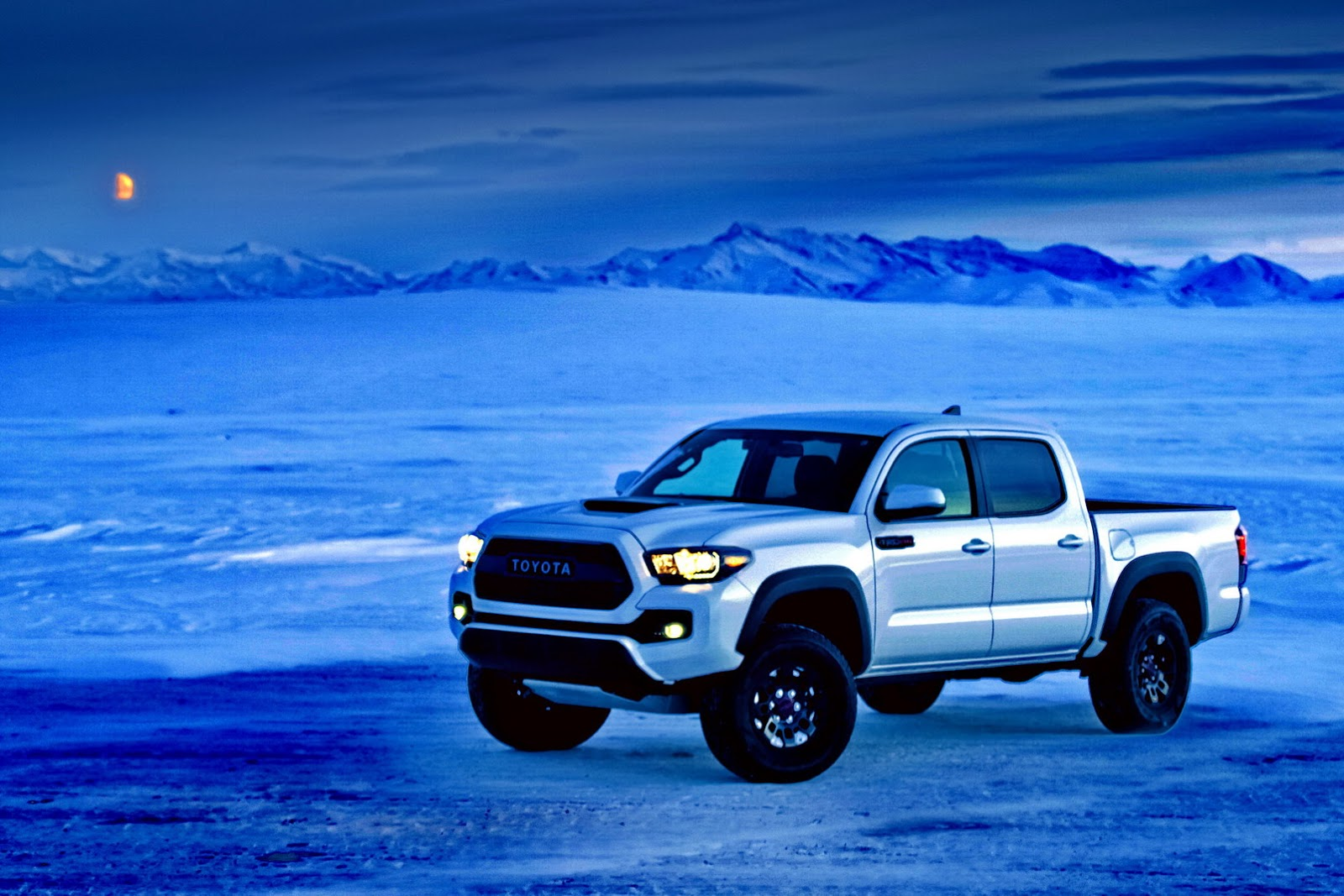 2017 Toyota Tacoma TRD Pro Is a Small but Extreme Off-Road ...
