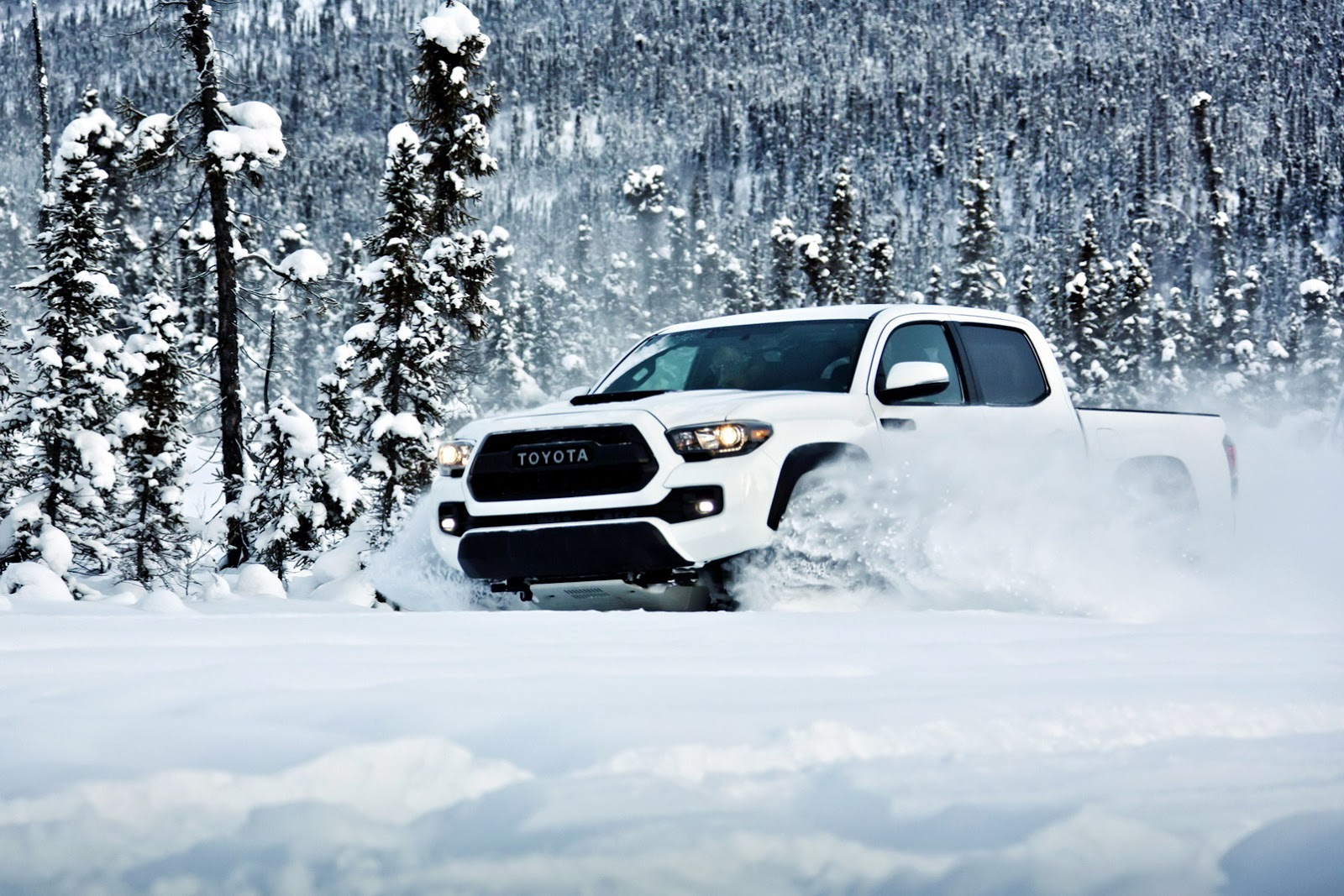 2017 Toyota Tacoma Trd Off Road >> 2017 Toyota Tacoma TRD Pro Is a Small but Extreme Off-Road Pickup - autoevolution