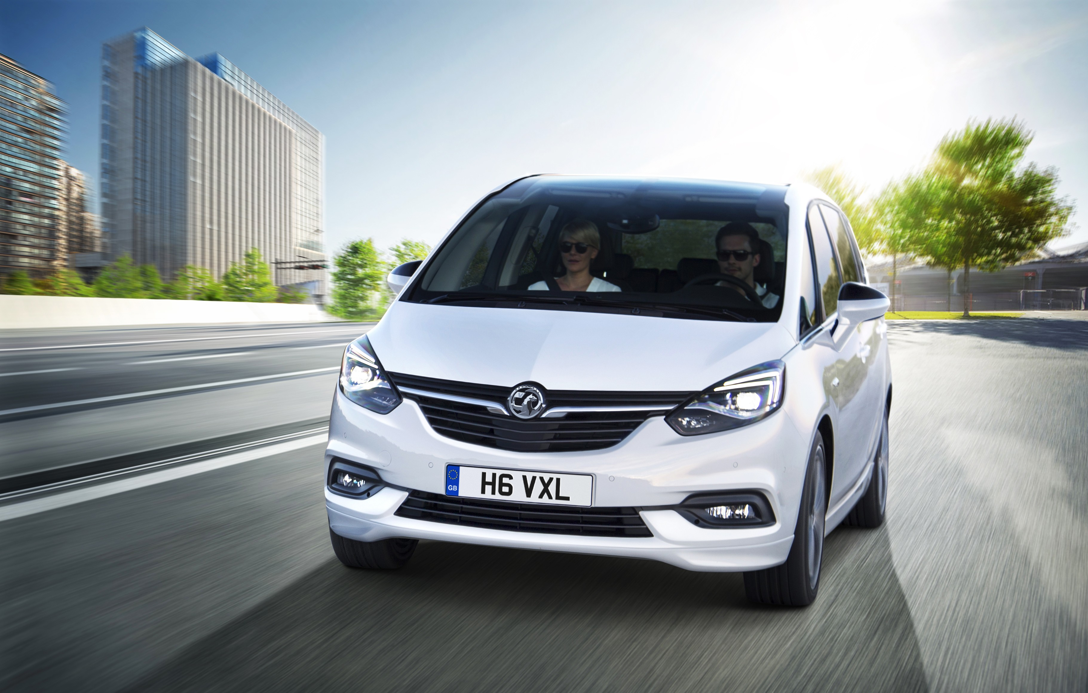 2017 vauxhall zafira tourer prepares to roll into british dealer lots autoevolution. Black Bedroom Furniture Sets. Home Design Ideas