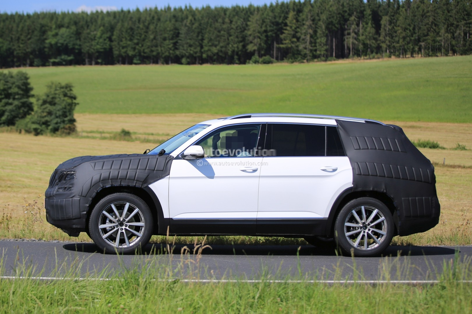 Mercedes 7 Seater Suv >> 2017 Volkswagen 7-Seater US Market SUV Spied Testing Its Extended Golf Platform - autoevolution