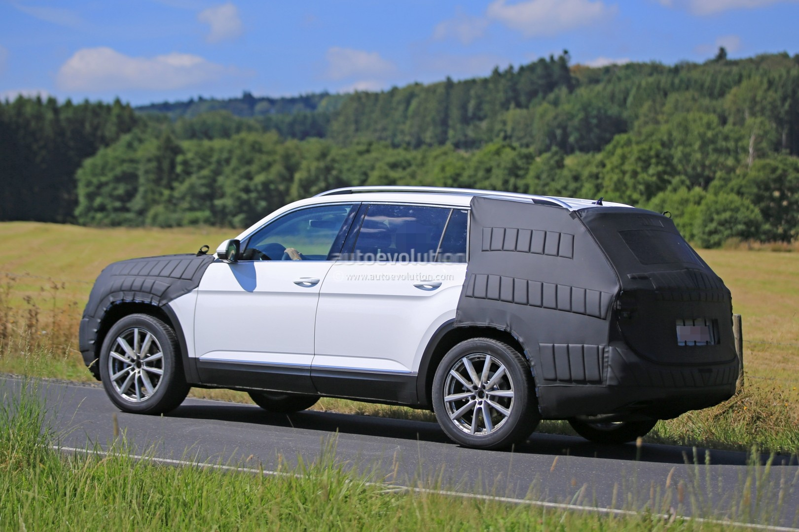 2017 Volkswagen 7-Seater US Market SUV Spied Testing Its Extended Golf ...