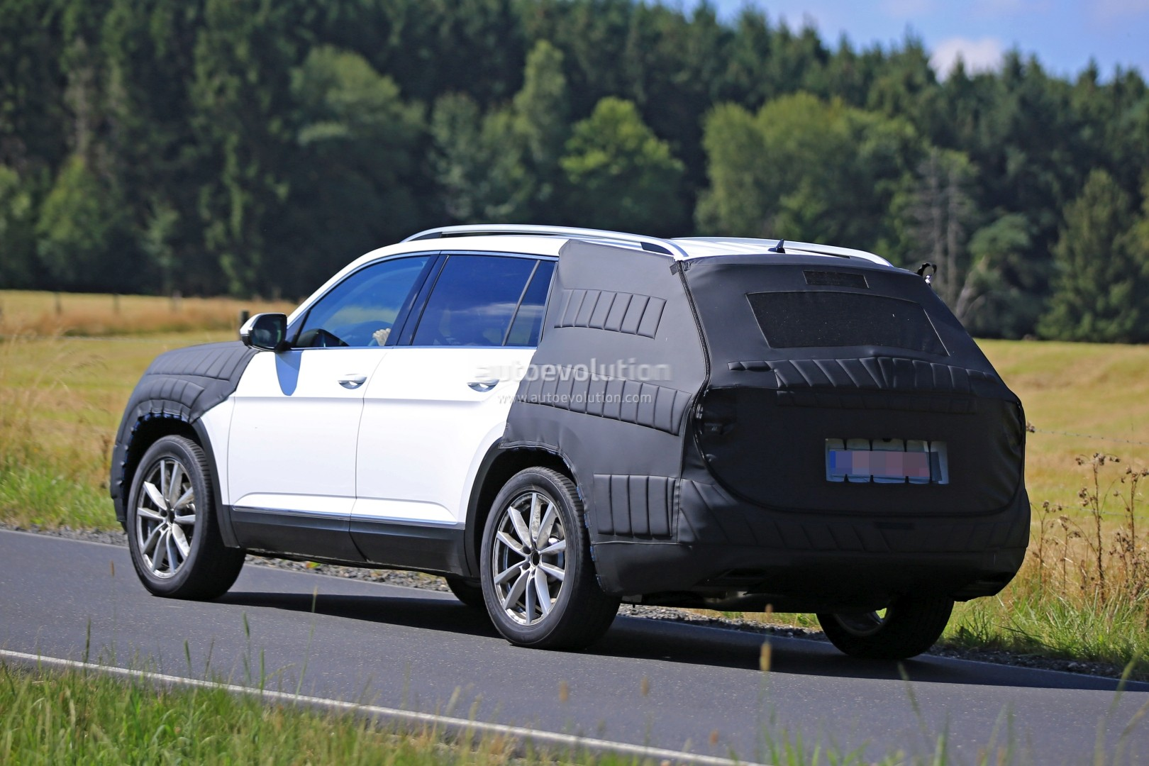 2017 Volkswagen 7-Seater US Market SUV Spied Testing Its ...