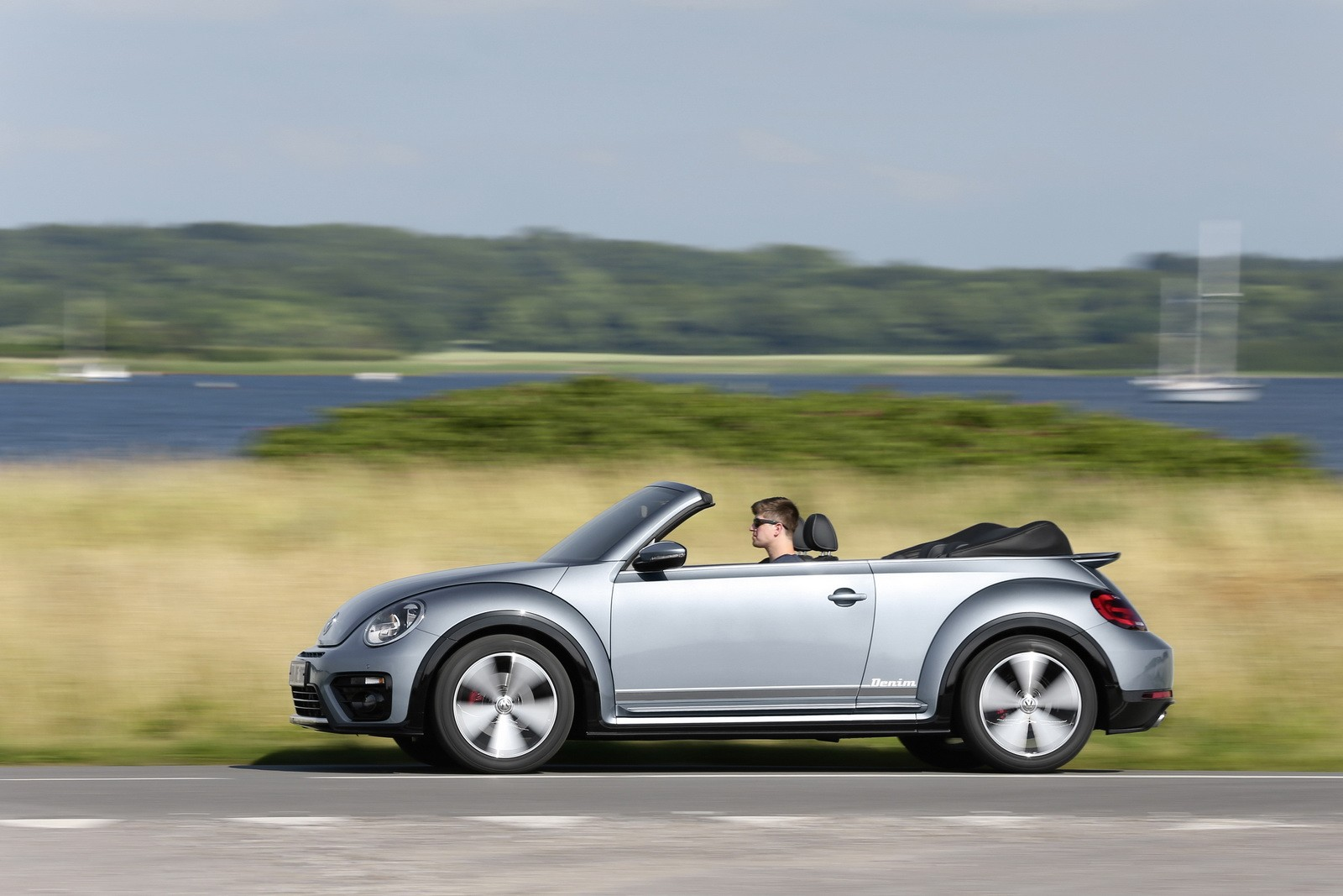 2017 volkswagen beetle detailed in new photos and videos autoevolution. Black Bedroom Furniture Sets. Home Design Ideas