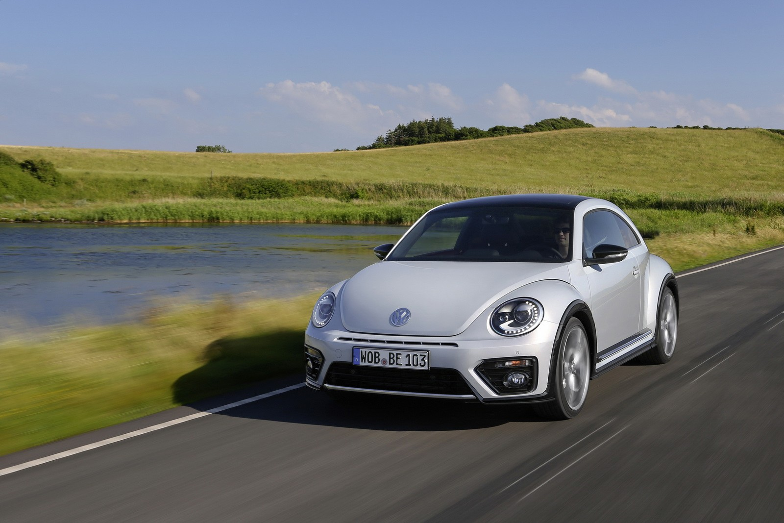 2017 Volkswagen Beetle Detailed in New Photos and Videos ...