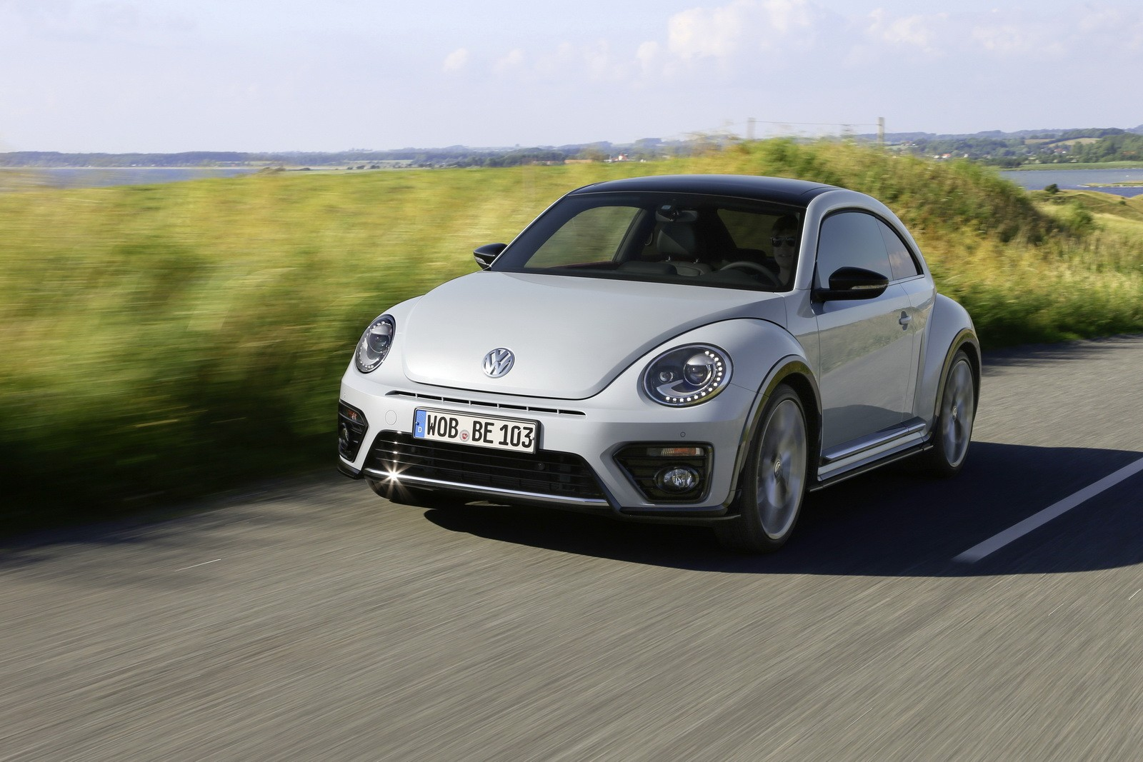 2017 Volkswagen Beetle Detailed in New Photos and Videos - autoevolution