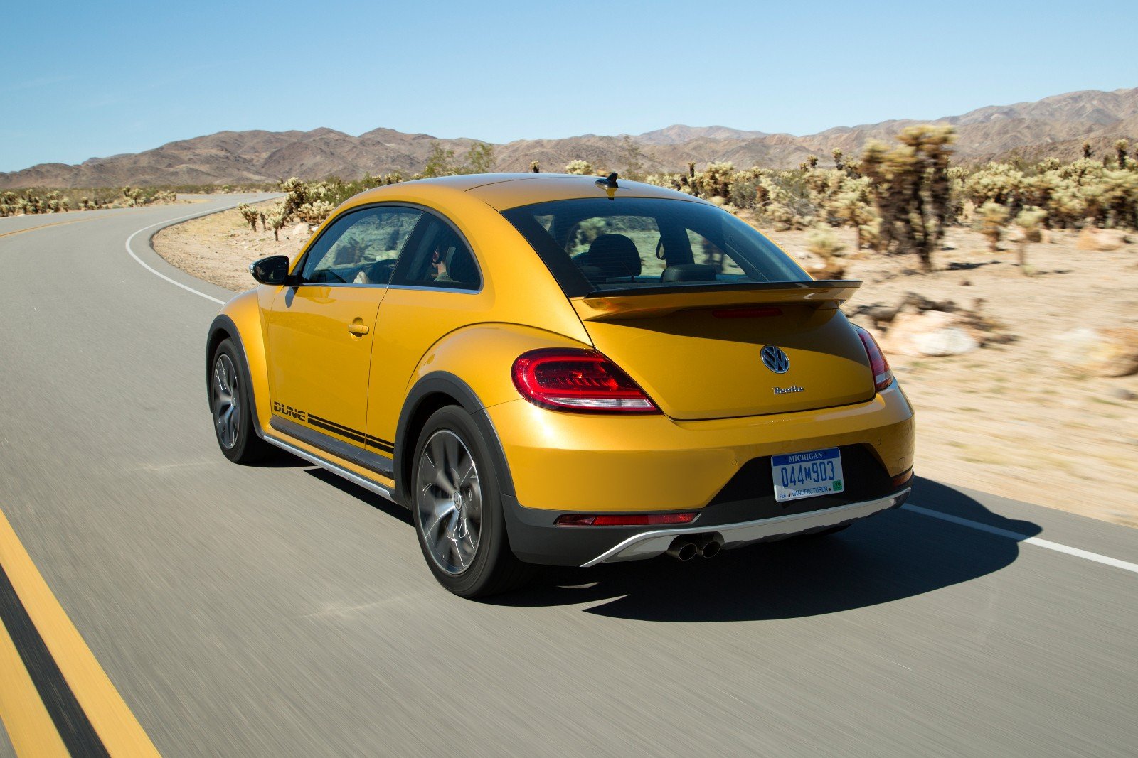 2017 Volkswagen Beetle Dune Revealed At La Auto Show