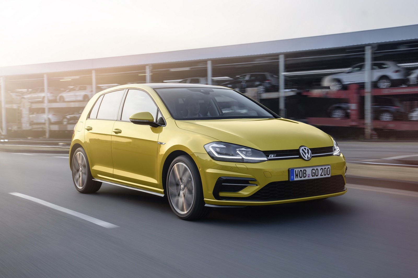 2017 Vw Golf Facelift Debuts With 1 5 Tsi Led Headlights And Golden Paint