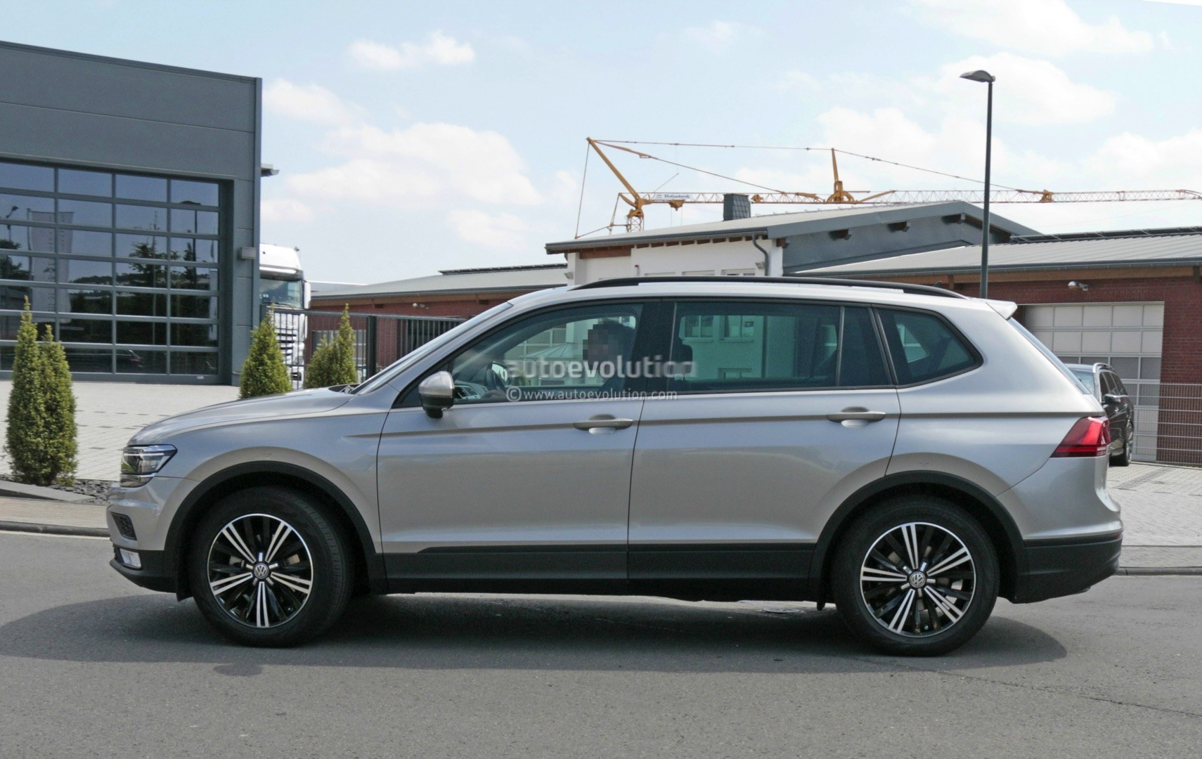 2017 Volkswagen Tiguan XL Spied Without Camouflage, Looks Exactly As ...