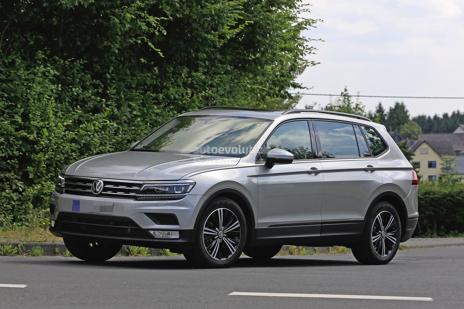 2017 volkswagen tiguan xl spied without camouflage looks exactly as expected autoevolution