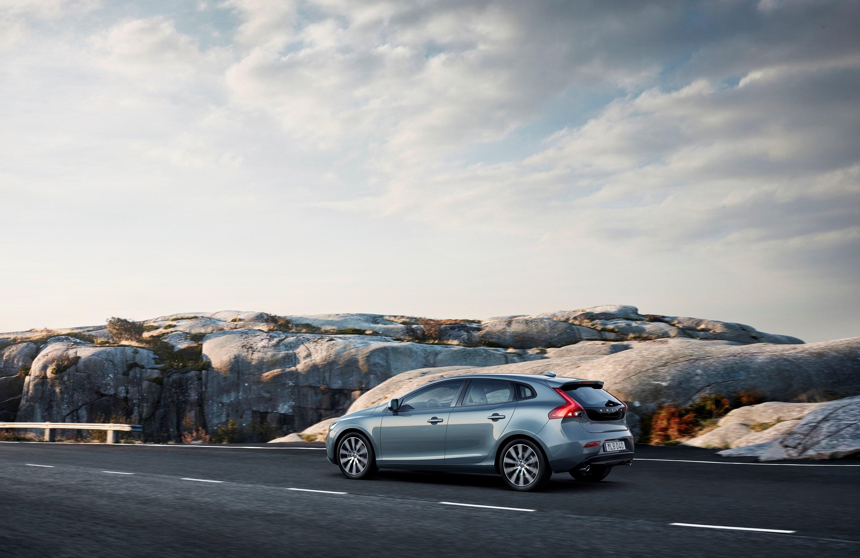 2017 Volvo V40 Facelift Gains New Headlights, Not Much Else - autoevolution