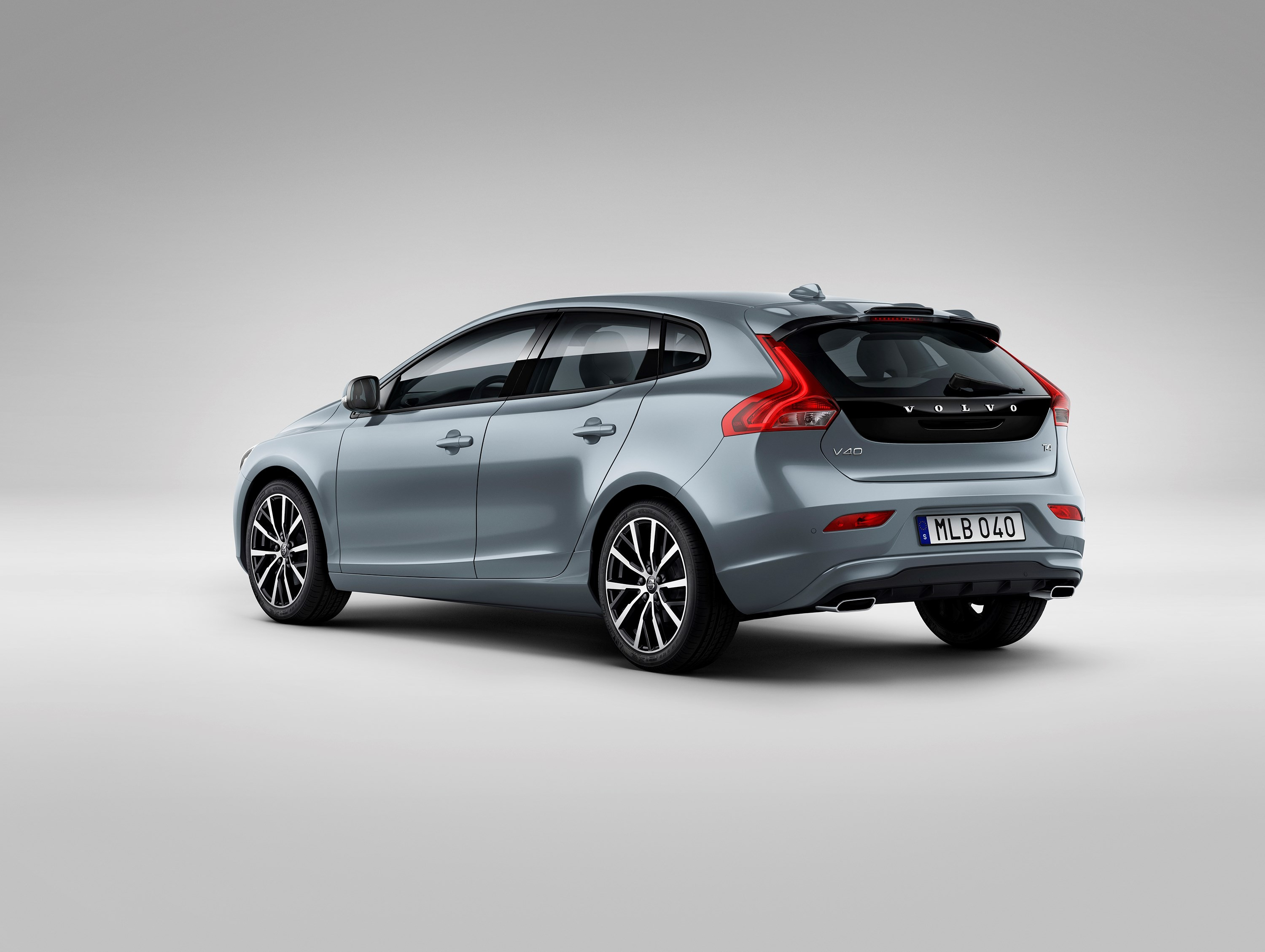 2017 volvo v40 facelift gains new headlights not much. Black Bedroom Furniture Sets. Home Design Ideas