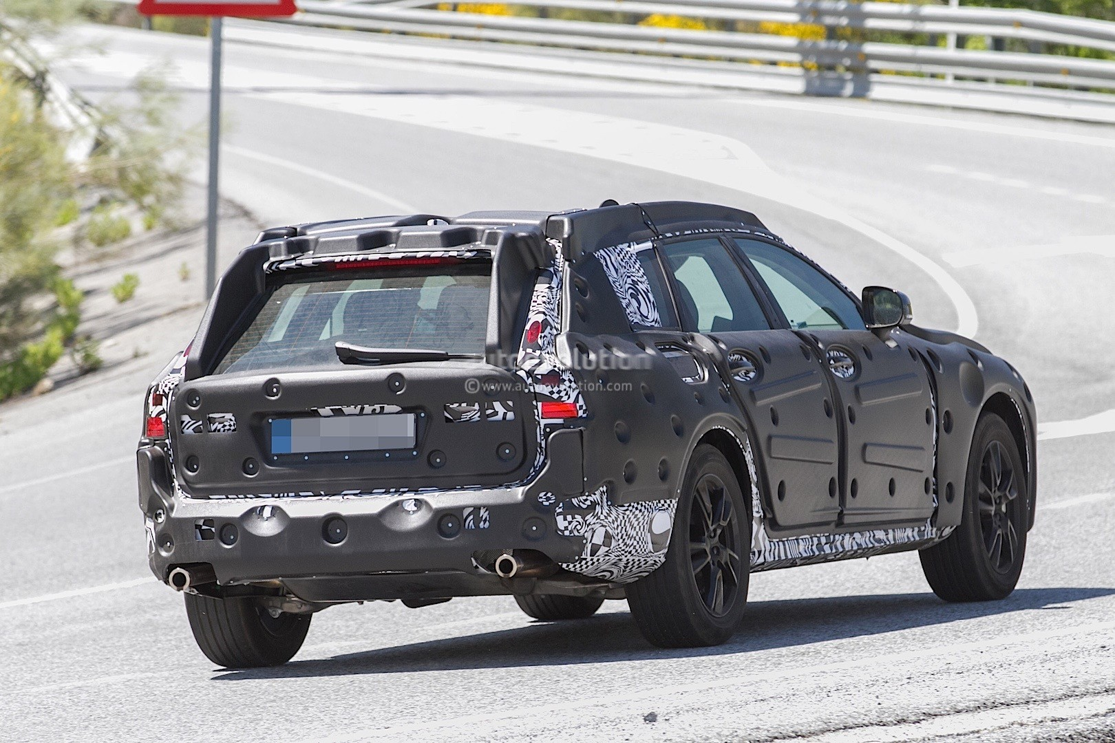 2017 Volvo V90 Cross Country Spied, Stands High Off the Ground - autoevolution