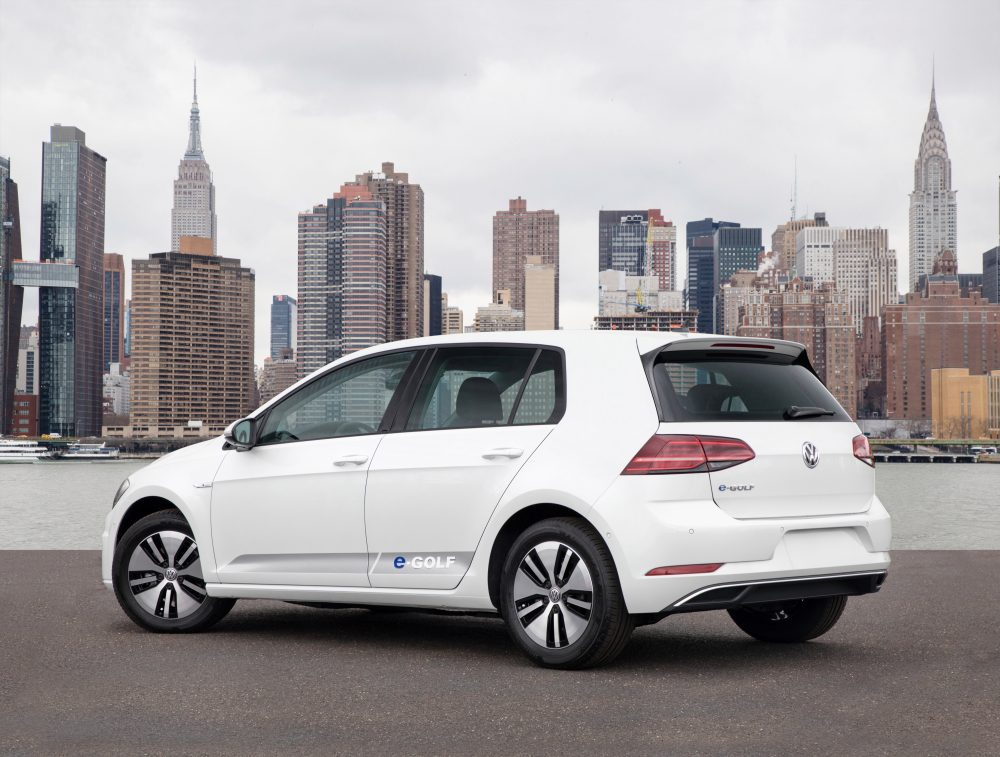 2017 volkswagen e golf review says the german electric. Black Bedroom Furniture Sets. Home Design Ideas