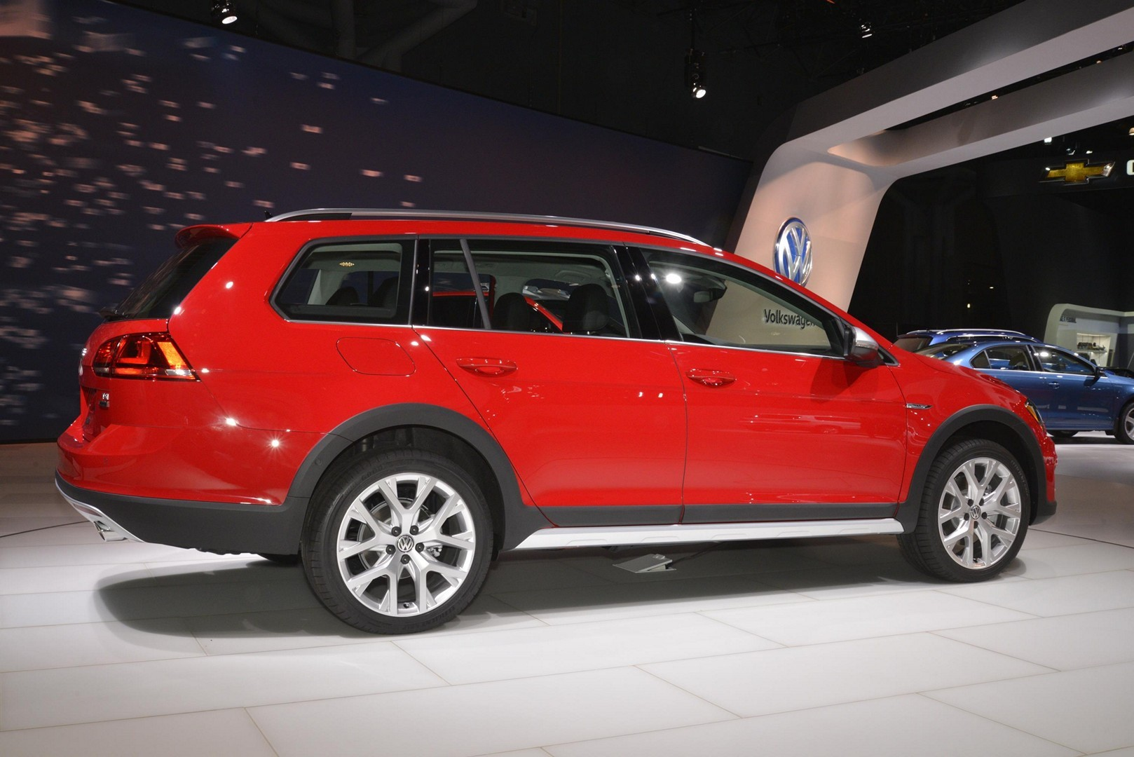 2017 vw golf alltrack has dual exhaust and red paint like. Black Bedroom Furniture Sets. Home Design Ideas