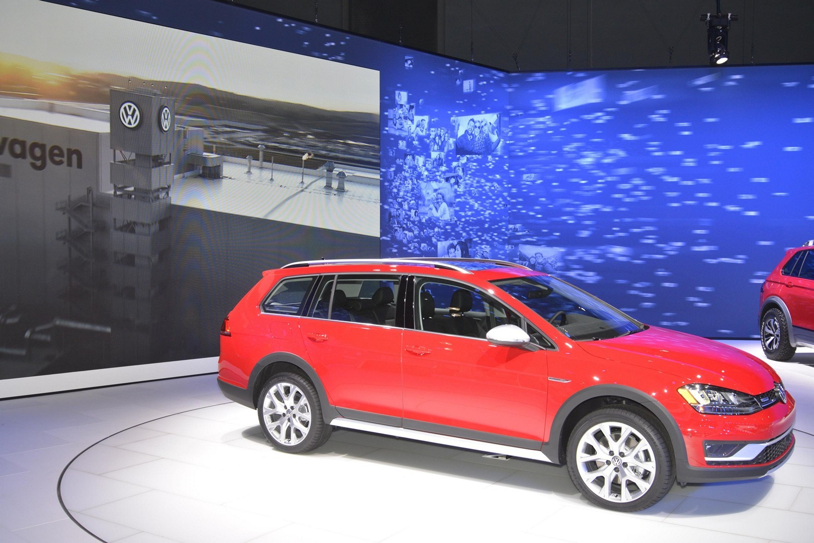 2017 VW Golf Alltrack Has Dual Exhaust and Red Paint like a GTI in New York - autoevolution