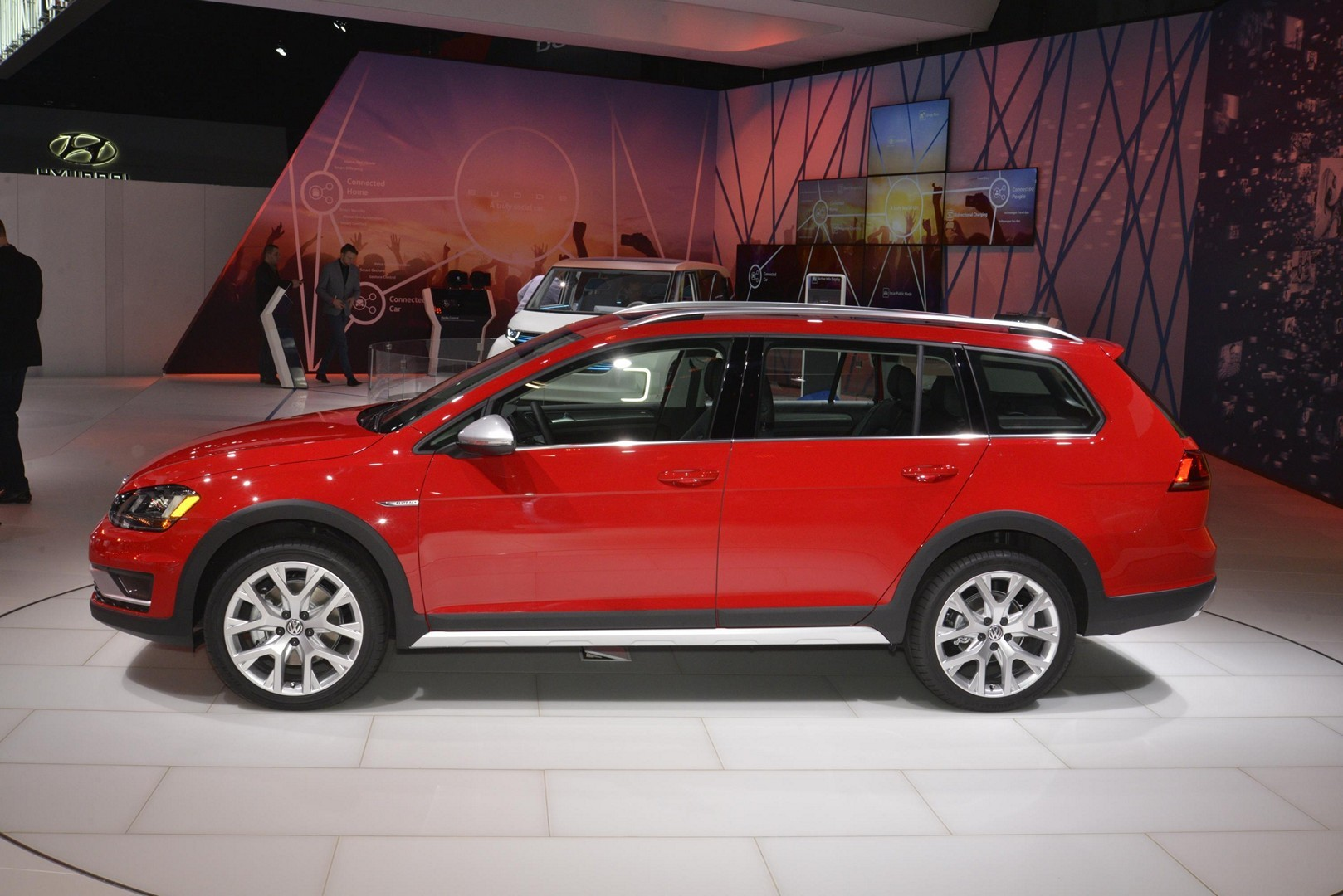 2017 vw golf alltrack has dual exhaust and red paint like a gti in new york autoevolution. Black Bedroom Furniture Sets. Home Design Ideas