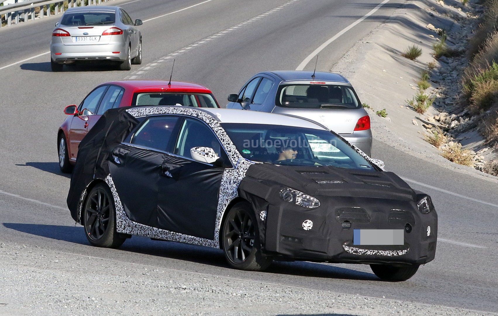 2020 - [Hyundai] i40 II 2018-2019-hyundai-i40-wagon-makes-spy-photos-debut_3