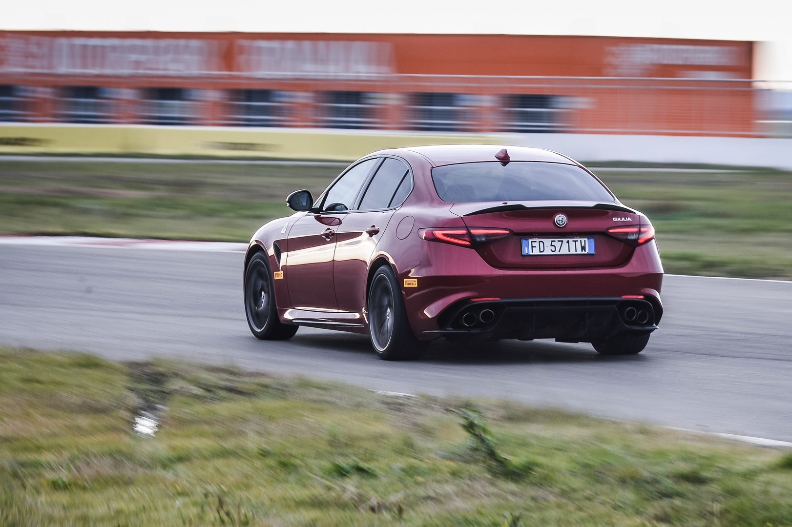 2018 alfa romeo giulia quadrifoglio adds more standard kit  gets more expensive