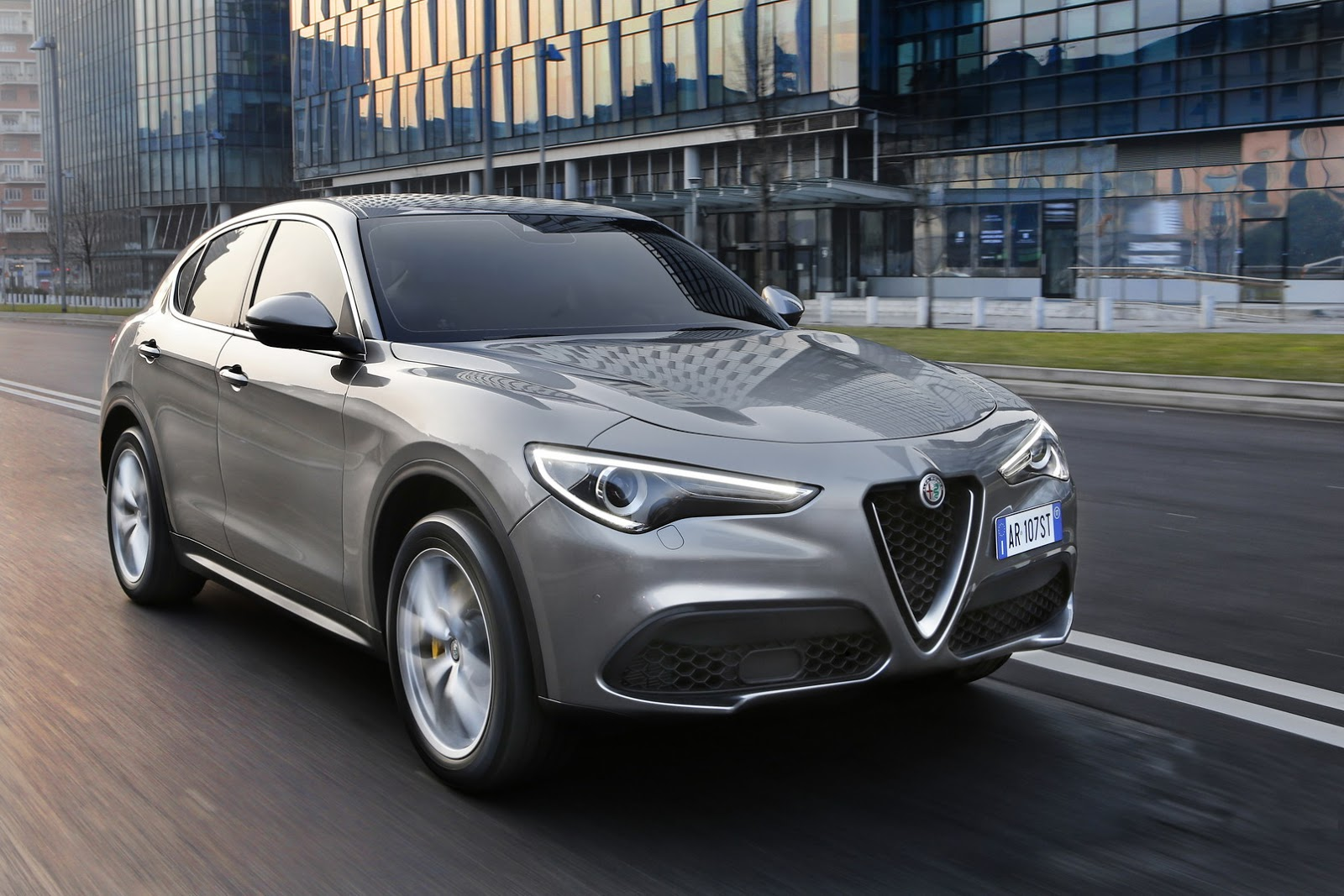 2018 alfa romeo stelvio range says ciao new york with. Black Bedroom Furniture Sets. Home Design Ideas