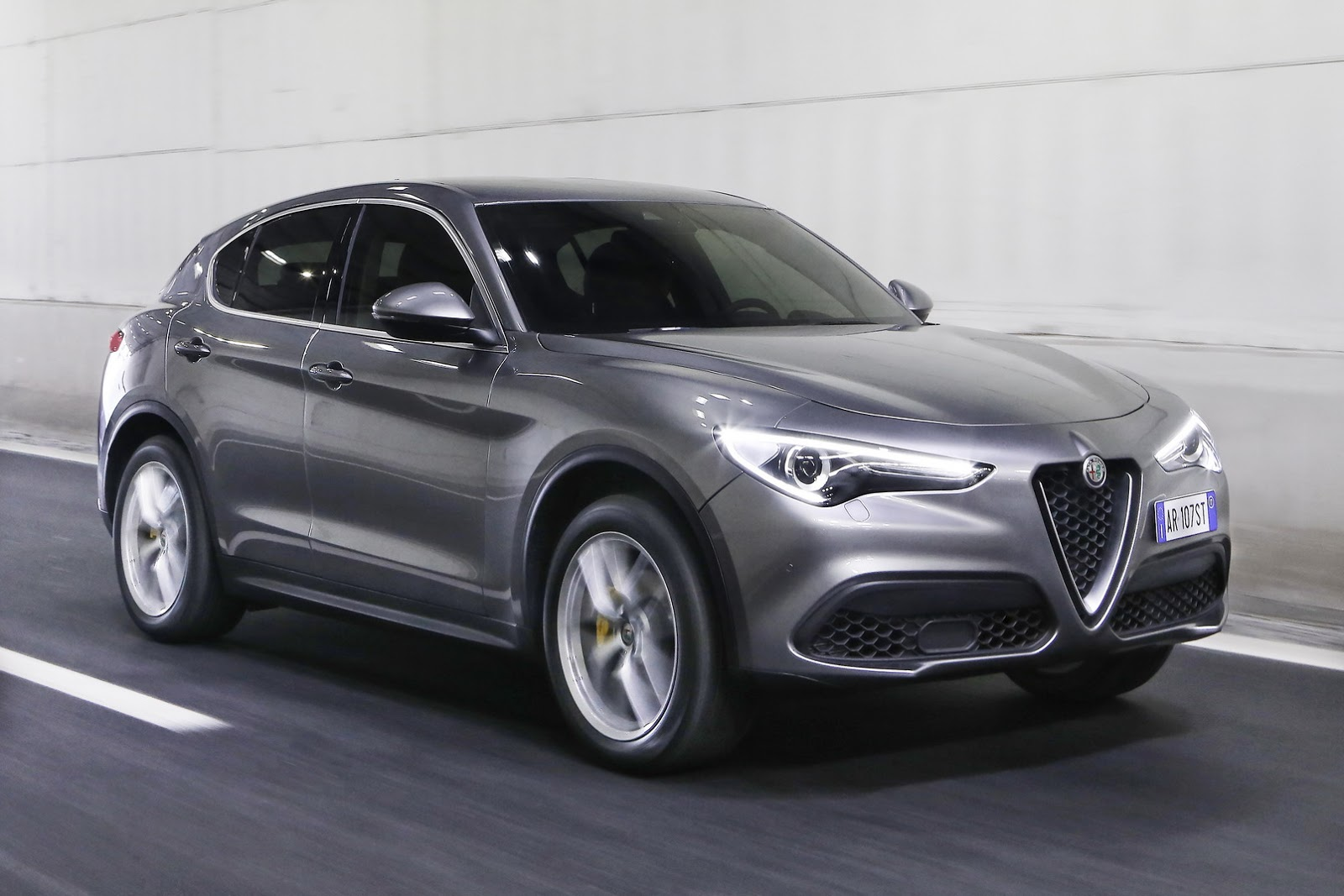 2018 alfa romeo stelvio range says ciao new york with 280 hp autoevolution. Black Bedroom Furniture Sets. Home Design Ideas