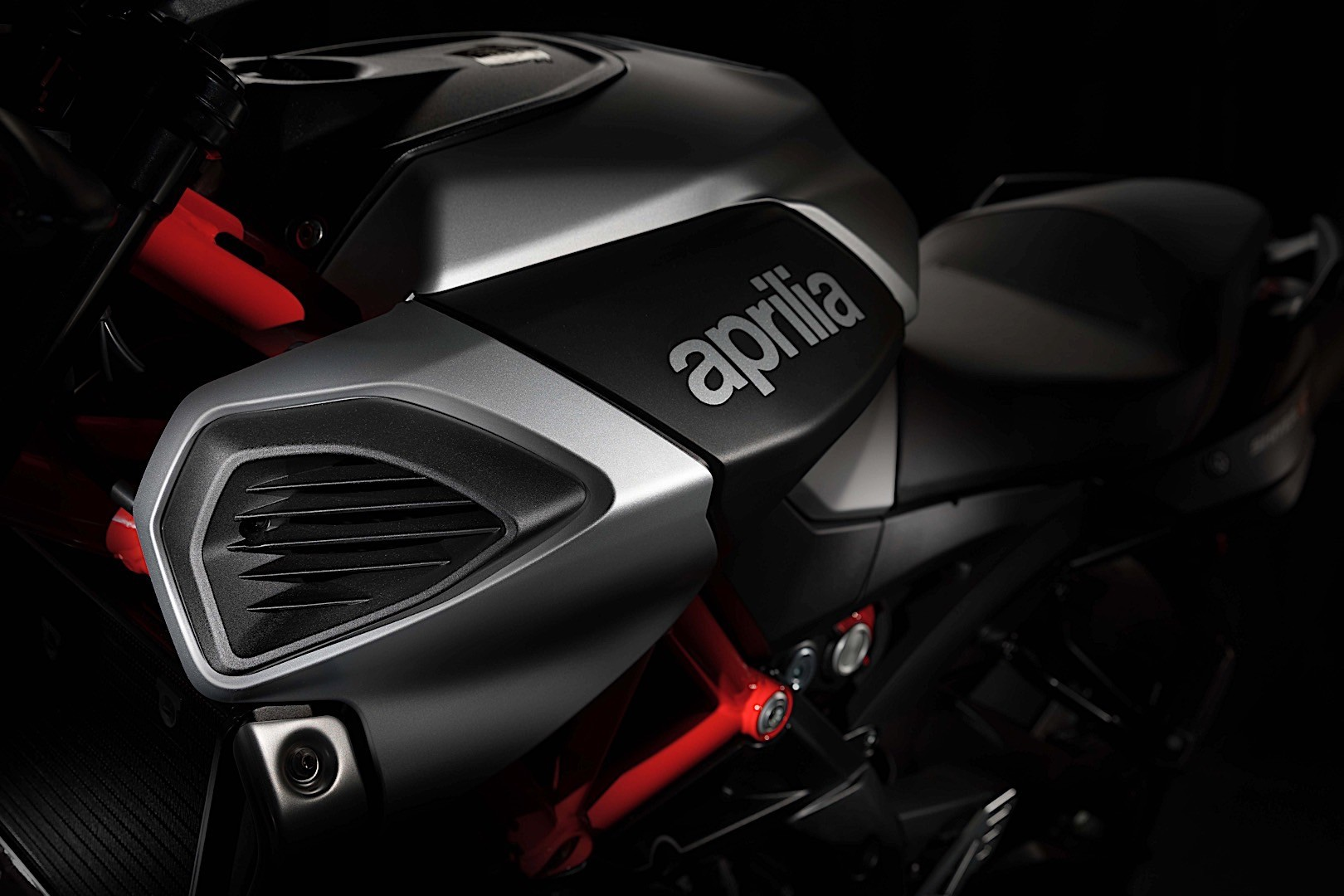 2018 Aprilia Shiver 900 Gets Detailed - autoevolution