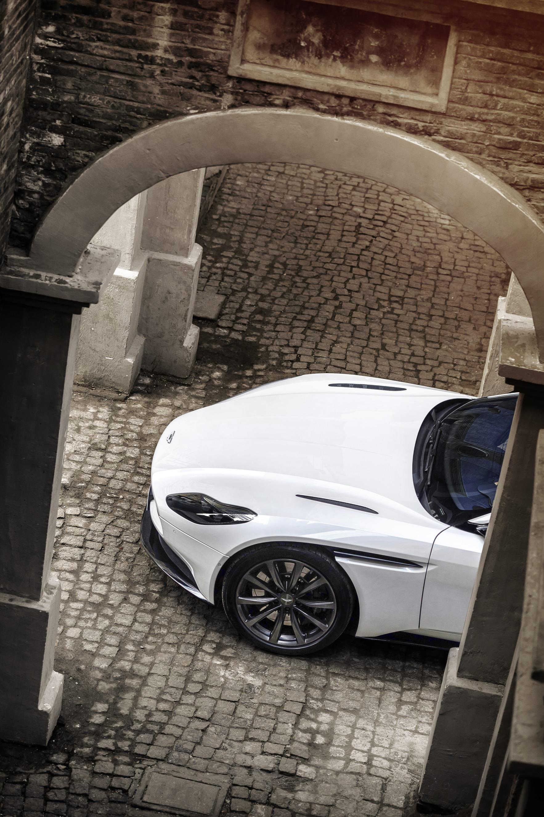 2018 Aston Martin DB11 Gains 4.0L Twin-Turbo V8 Engine ...